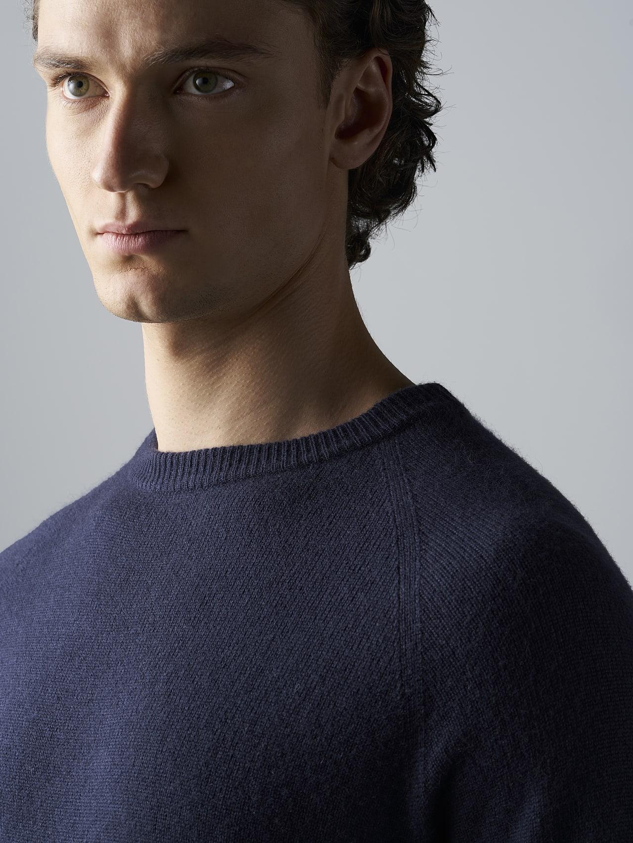 FLACK V2.Y4.02 Premium 3D Knit Merino-Cashmere Jumper navy Right Alpha Tauri