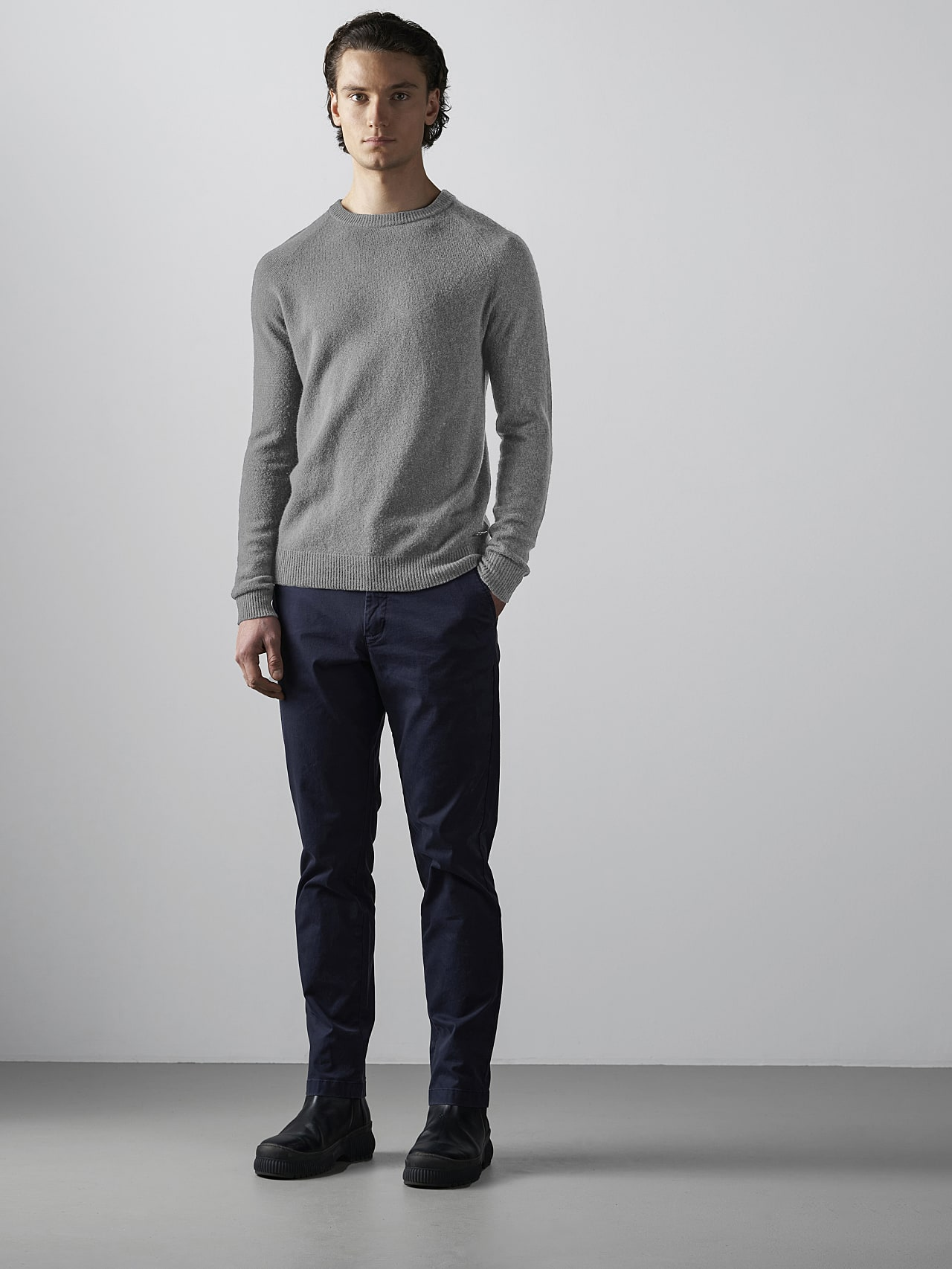 FLACK V2.Y4.02 Nahtloser 3D Knit Merino-Kaschmir Pullover Grau / Melange Vorne Alpha Tauri