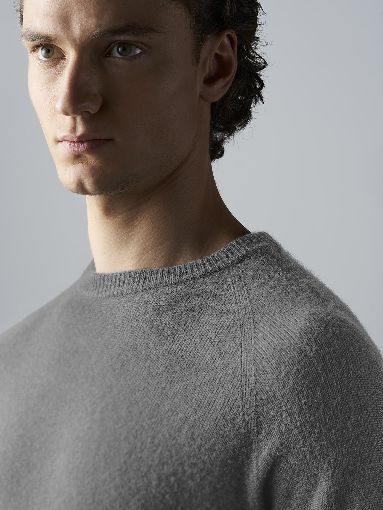FLACK V2.Y4.02 Nahtloser 3D Knit Merino-Kaschmir Pullover Grau / Melange Rechts Alpha Tauri