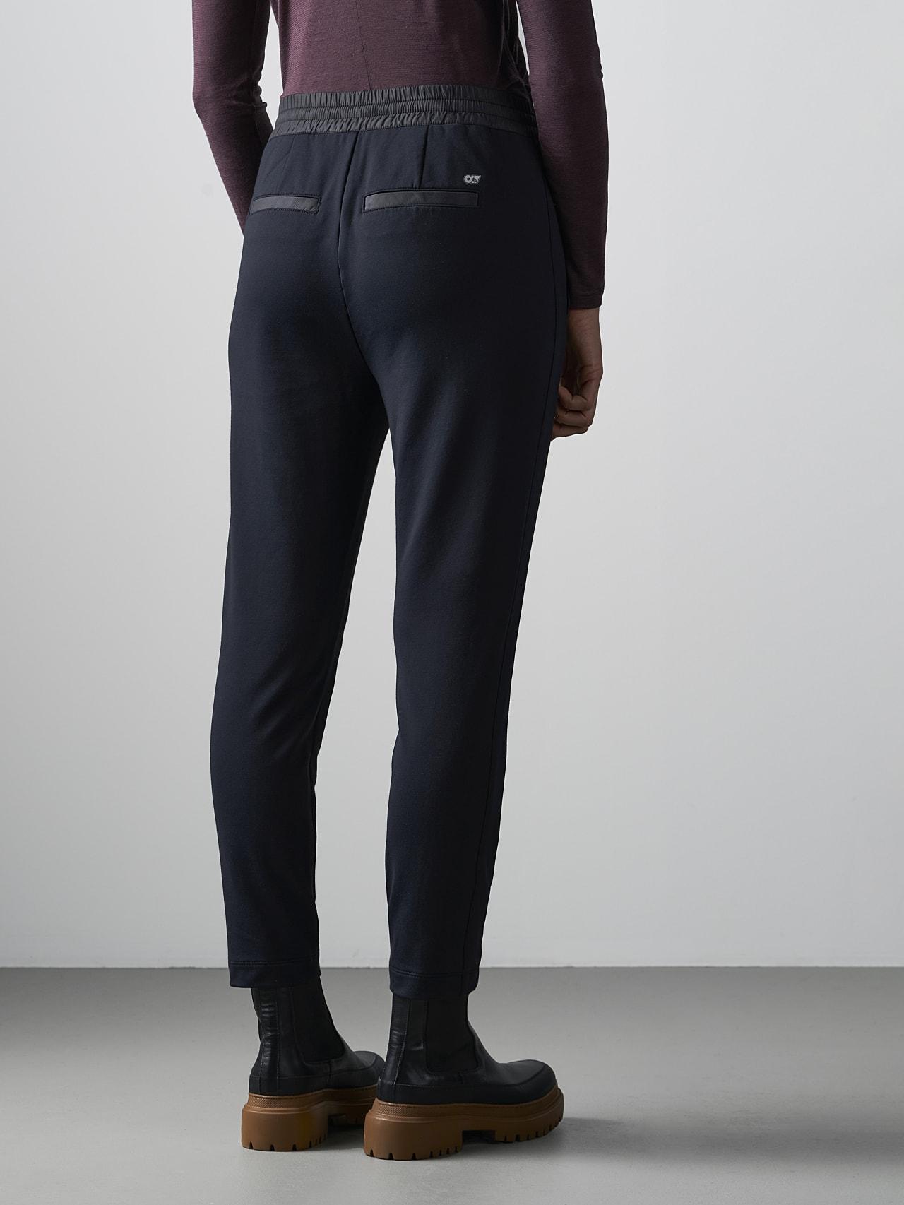 PANTA V1.Y4.02 Cropped Pants black Front Main Alpha Tauri