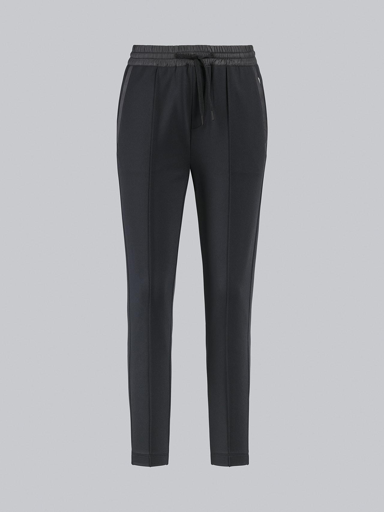 PANTA V1.Y4.02 Cropped Pants black Back Alpha Tauri
