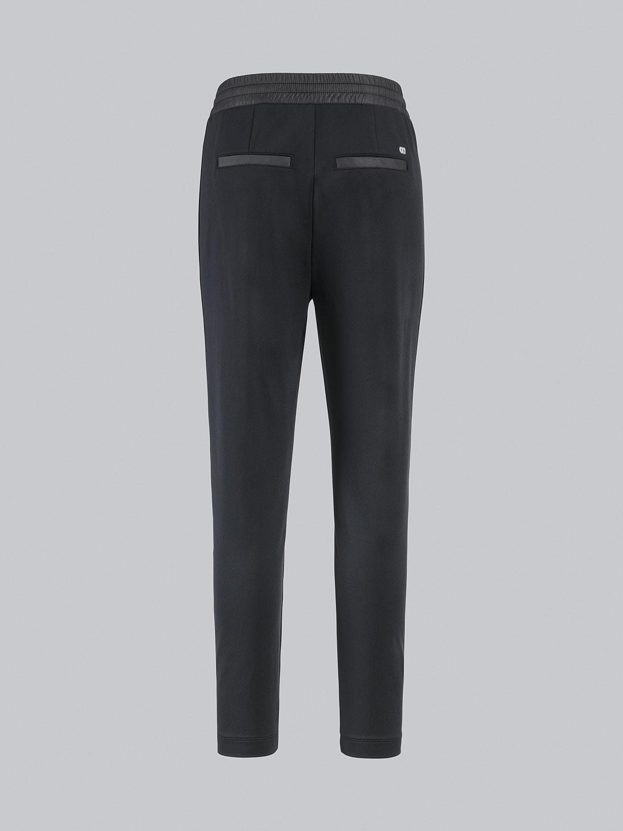 PANTA V1.Y4.02 Cropped Pants black Left Alpha Tauri