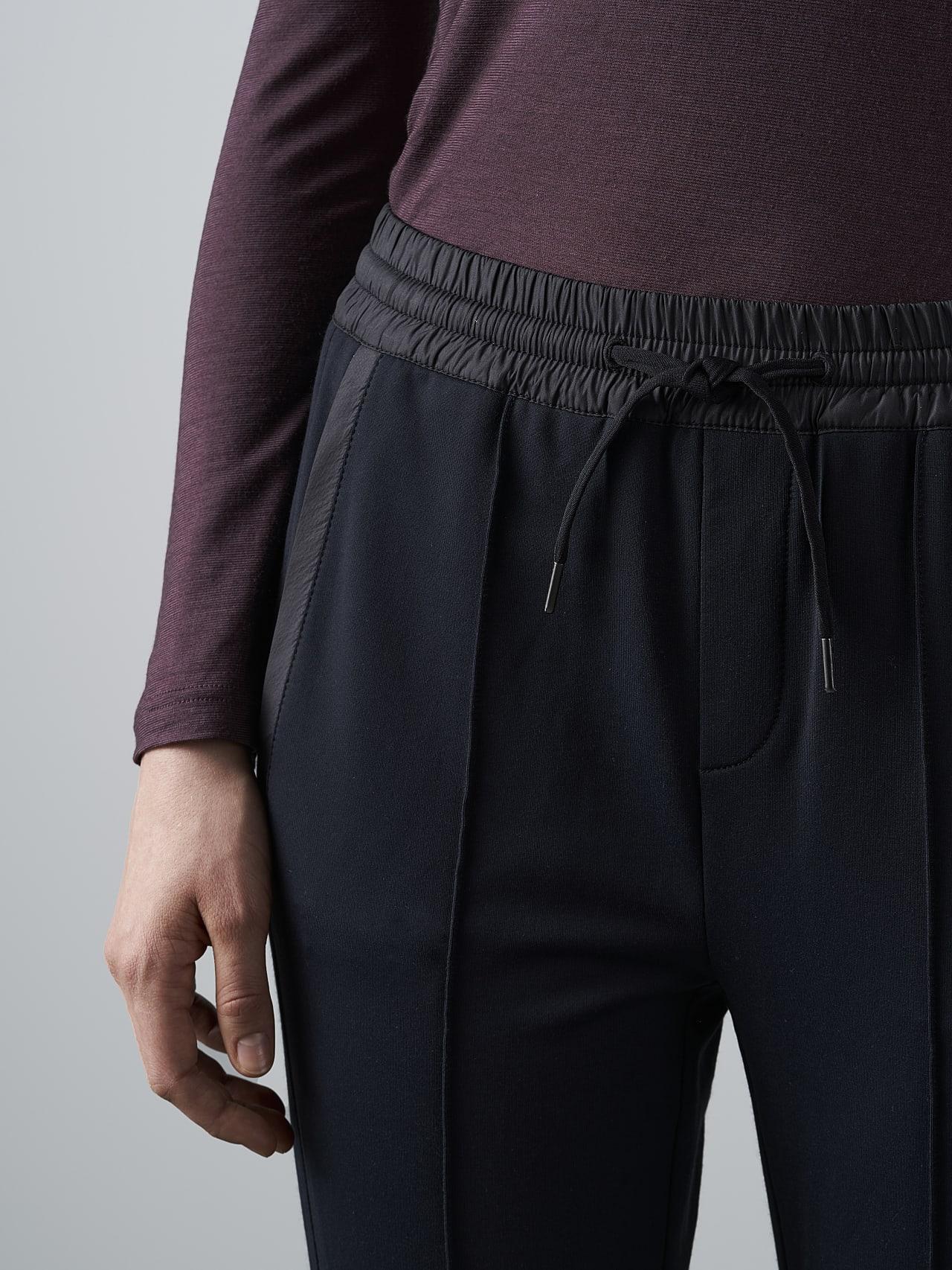 PANTA V1.Y4.02 Cropped Pants black Right Alpha Tauri
