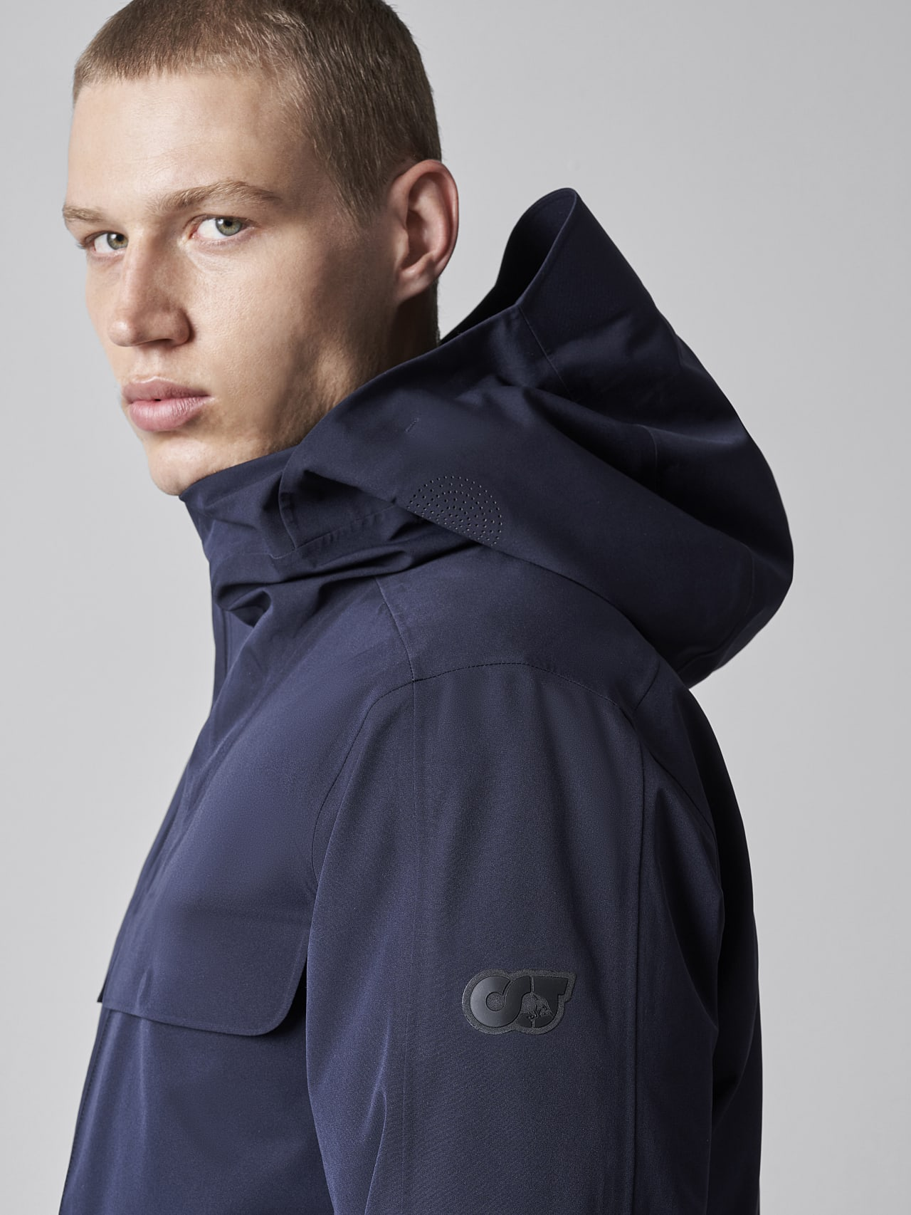 KOOV V6.Y5.02 Packable and Waterproof Winter Parka navy scene7.view.8.name Alpha Tauri