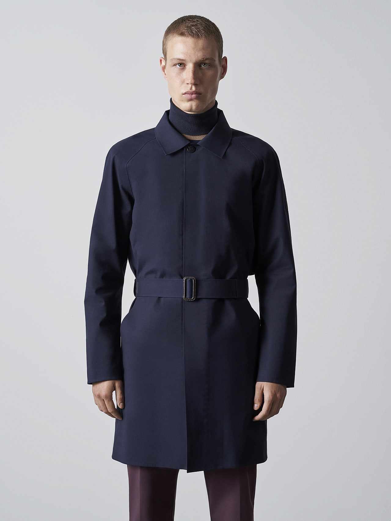 OMANA V1.Y5.02 Packable and Waterproof Trench Coat navy Model shot Alpha Tauri
