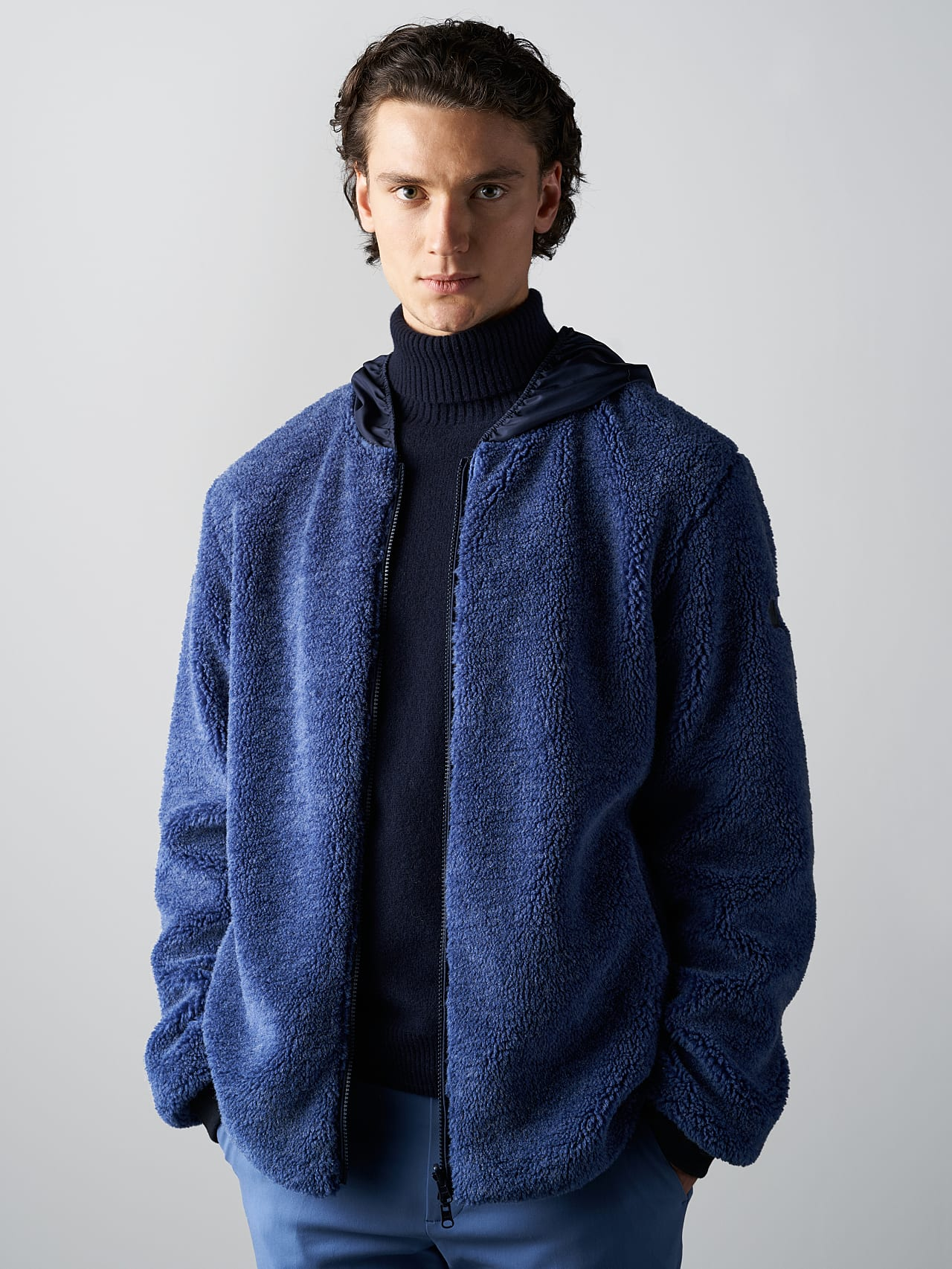 OVEDY V1.Y5.02 Reversible Wool-Blend Teddy Jacket light blue Model shot Alpha Tauri