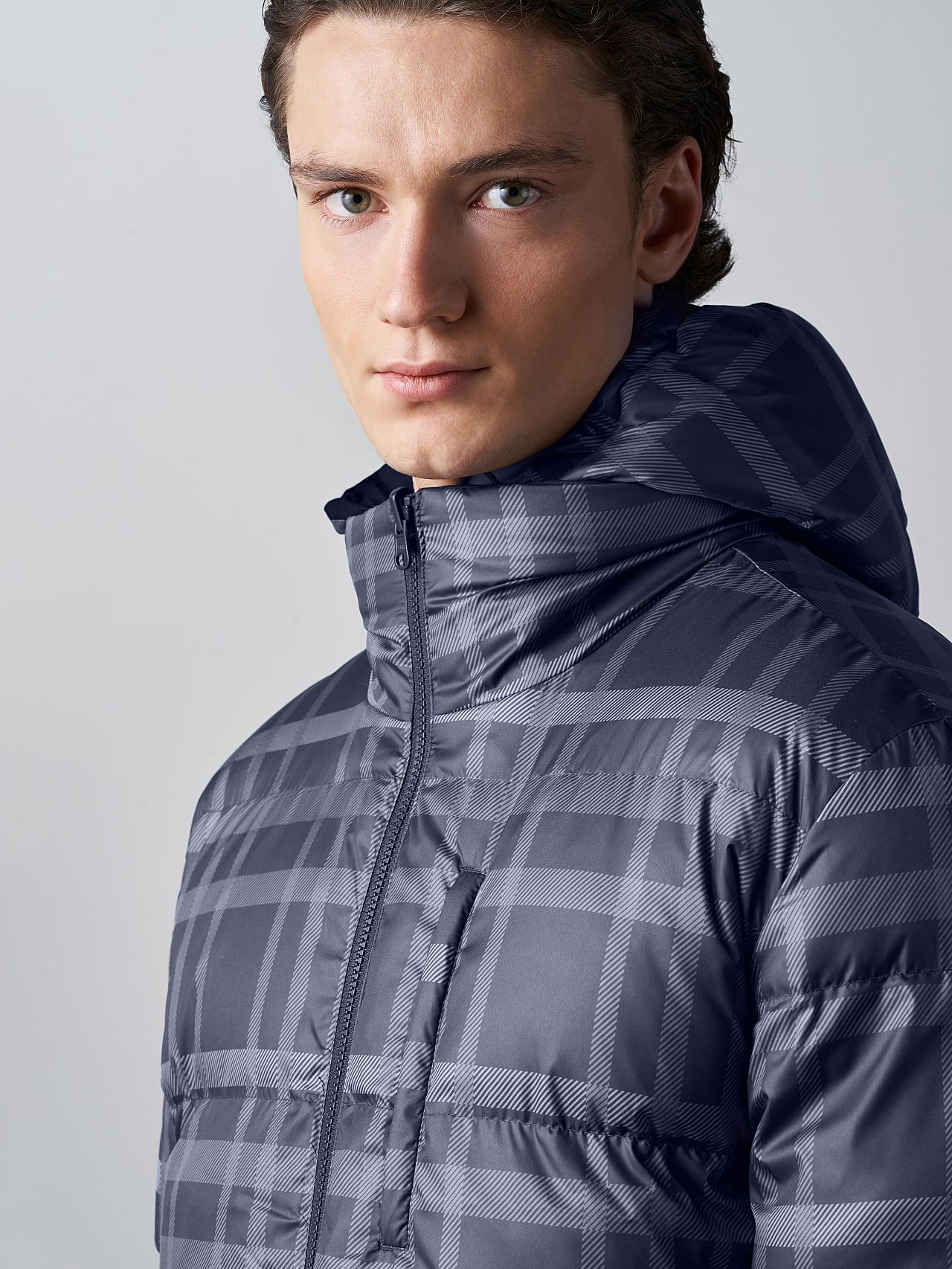 OTACE V1.Y5.02 Reversible 2-in-1 Puffer Jacket navy scene7.view.9.name Alpha Tauri