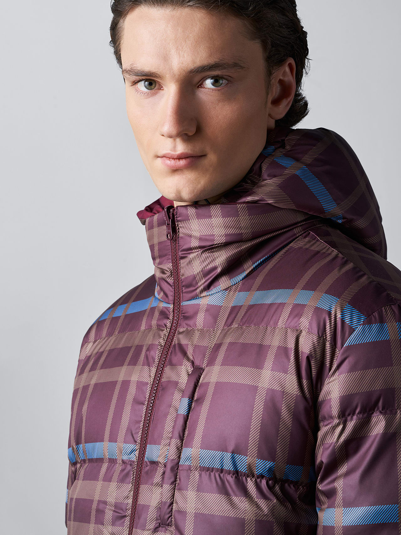 OTACE V1.Y5.02 Reversible 2-in-1 Puffer Jacket bordeaux scene7.view.9.name Alpha Tauri