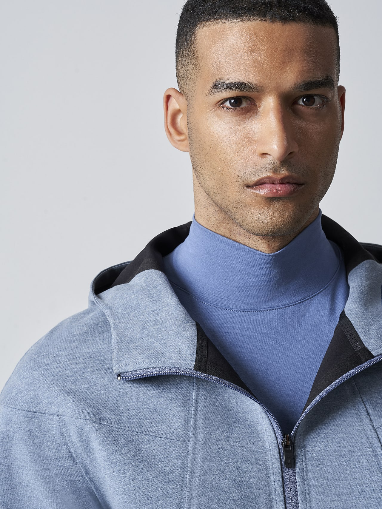 SROTE V1.Y5.02 Waterproof Sweatjacket medium blue Right Alpha Tauri