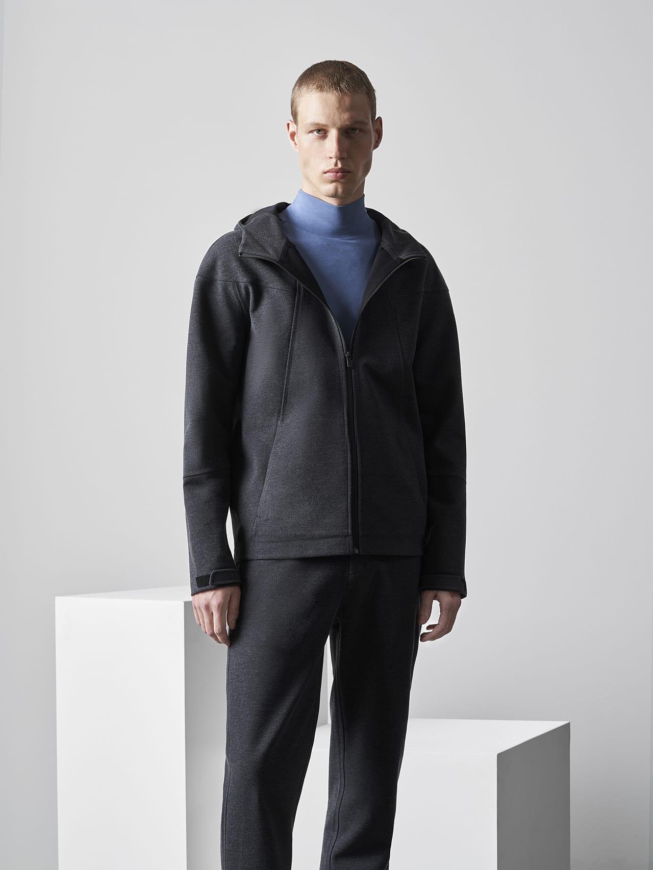 SROTE V1.Y5.02 Waterproof Sweatjacket dark grey / anthracite Front Alpha Tauri