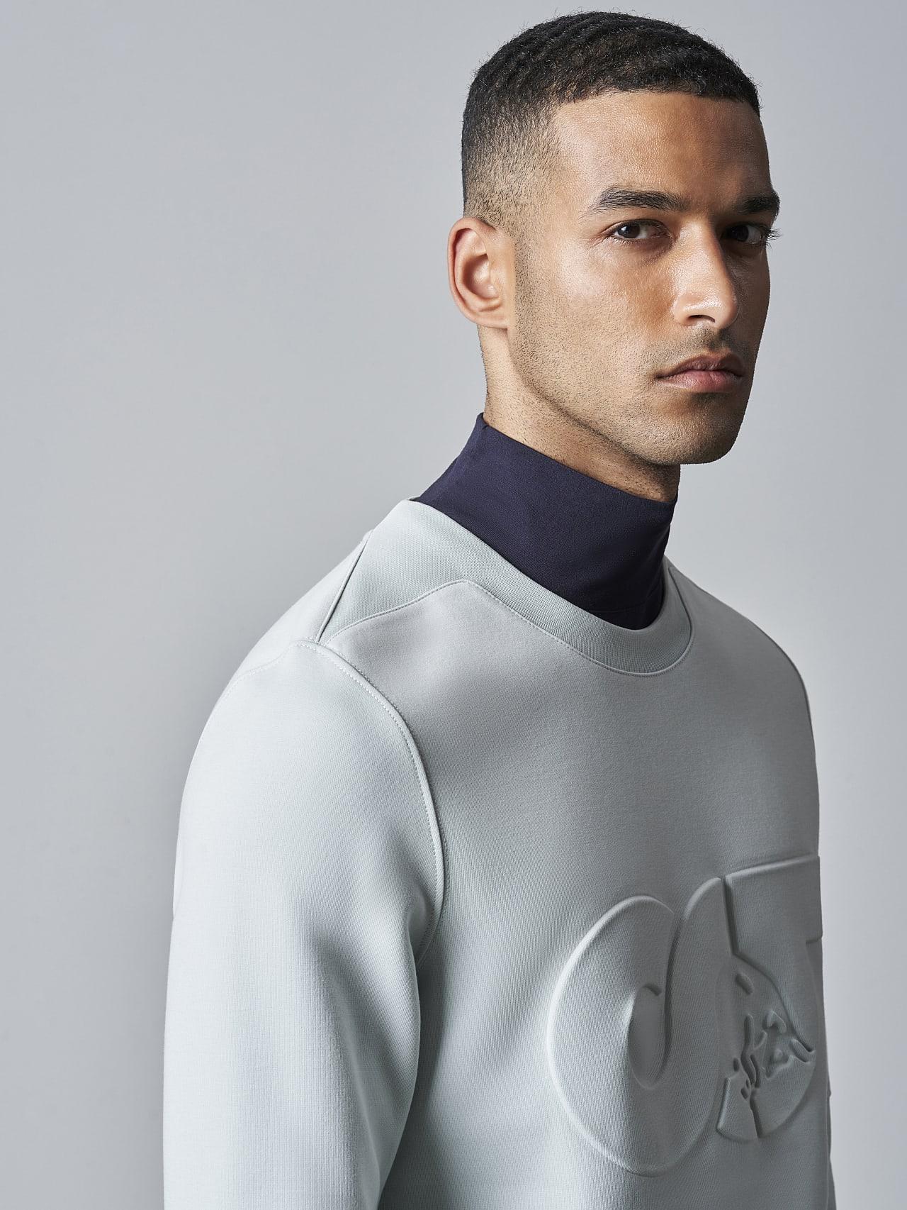 SCONA V1.Y5.02 Premium Sweatshirt Blass Blau Extra Alpha Tauri