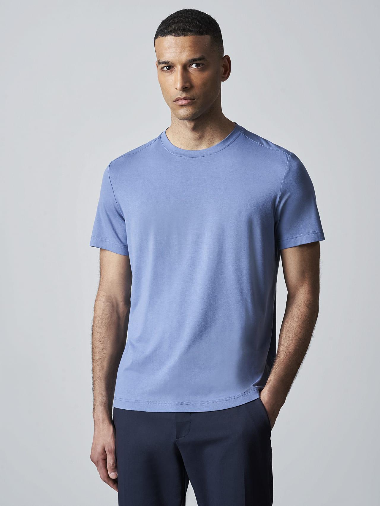 JANUE V1.Y5.02 Viscose T-Shirt light blue Model shot Alpha Tauri