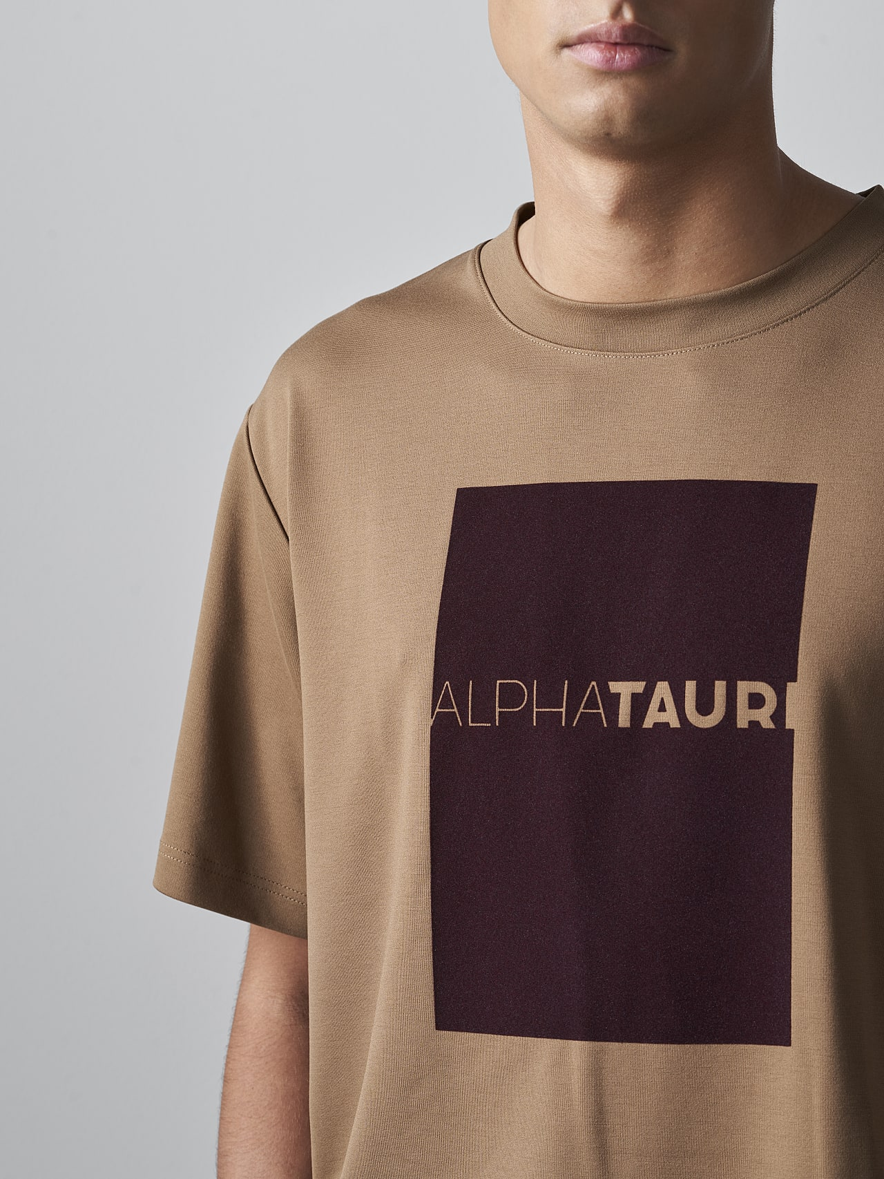 JAHEV V1.Y5.02 Relaxed Logo T-Shirt gold Right Alpha Tauri