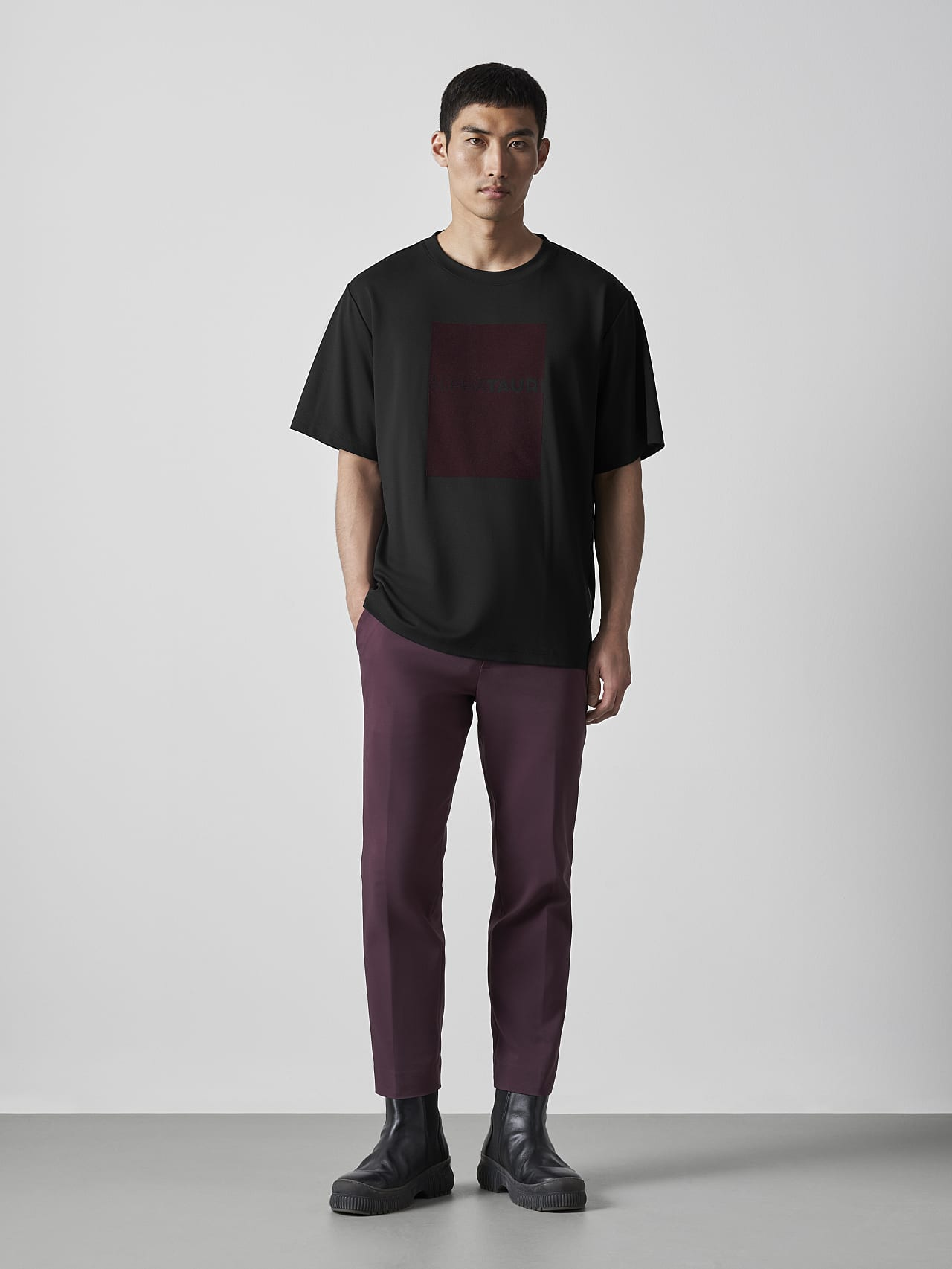 JAHEV V1.Y5.02 Relaxed Logo T-Shirt black Front Alpha Tauri