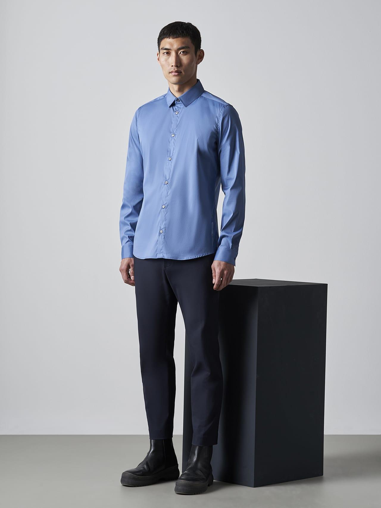 WAARG V2.Y5.02 Easy-Care Cotton Shirt light blue Model shot Alpha Tauri
