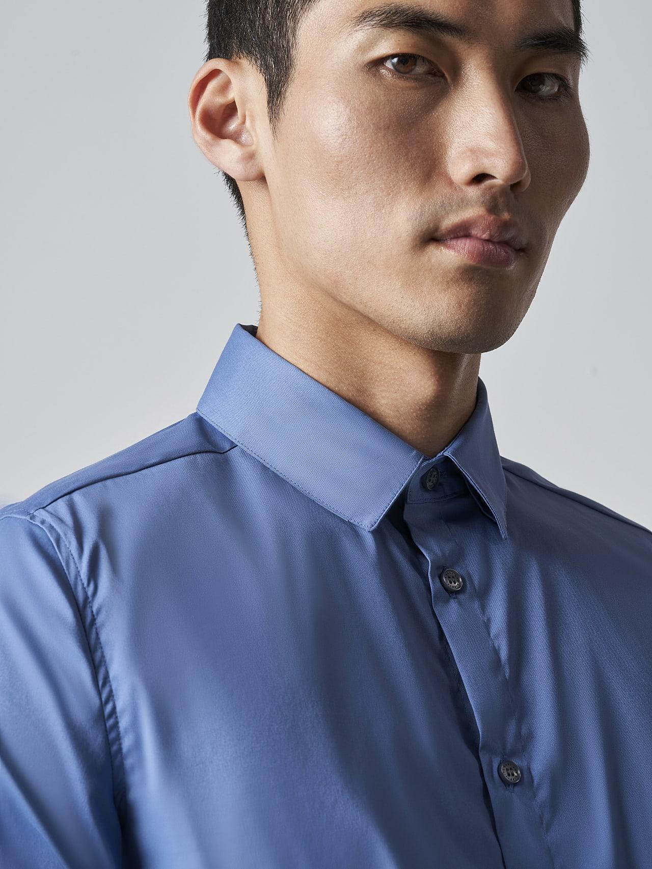 WAARG V2.Y5.02 Easy-Care Cotton Shirt light blue Right Alpha Tauri