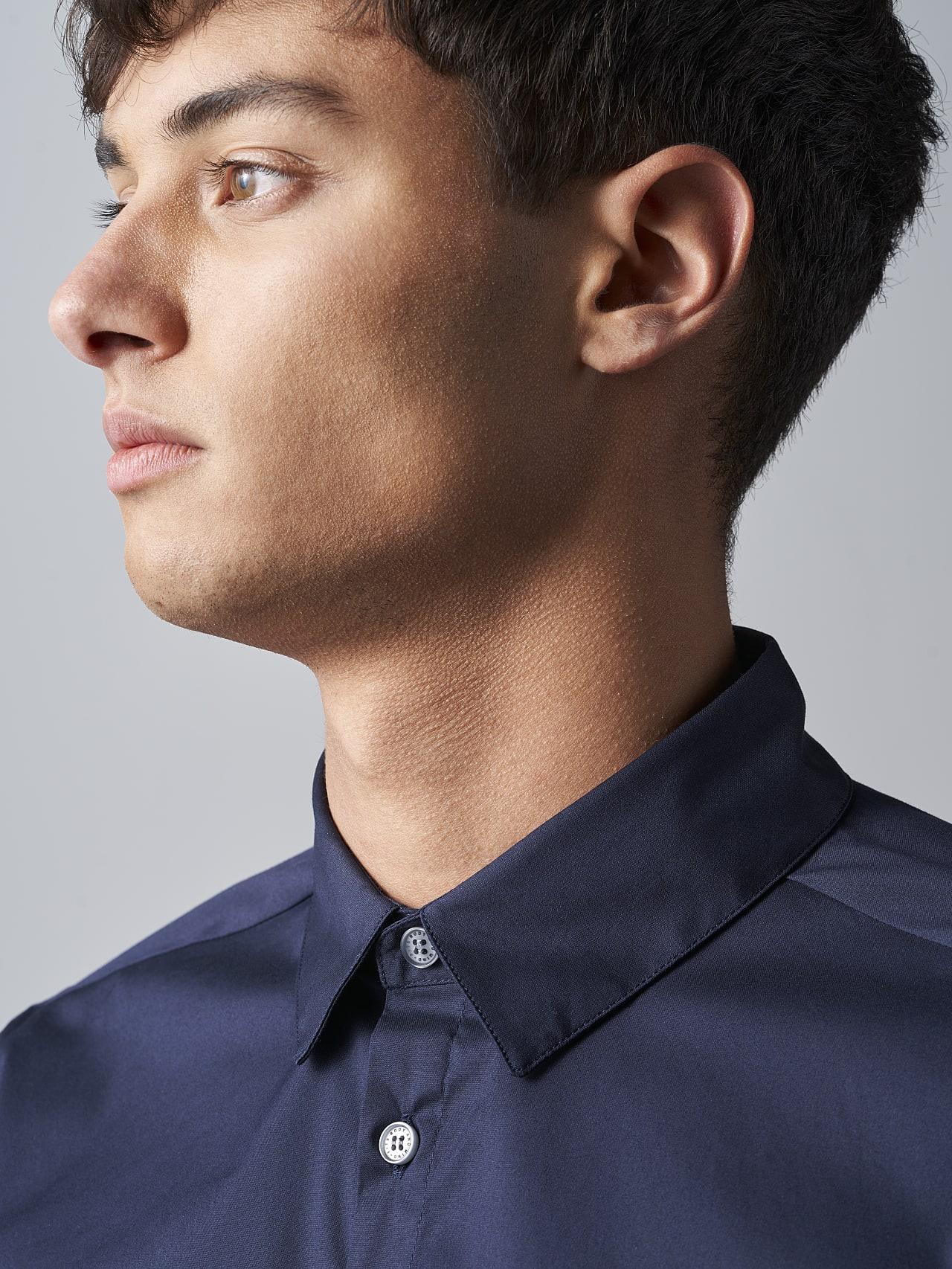 WAARG V2.Y5.02 Easy-Care Cotton Shirt navy Right Alpha Tauri