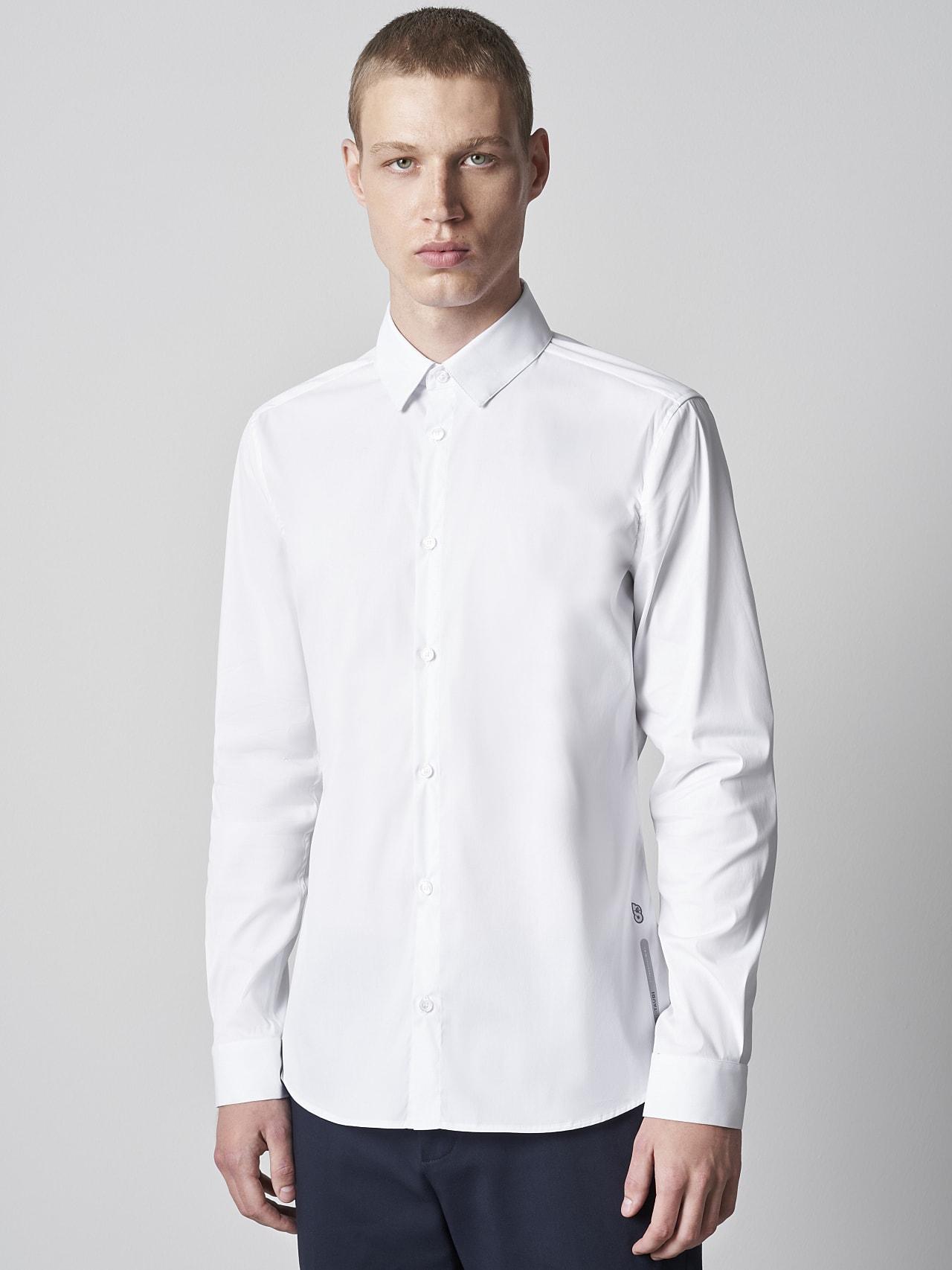 WAARG V2.Y5.02 Easy-Care Cotton Shirt white Model shot Alpha Tauri