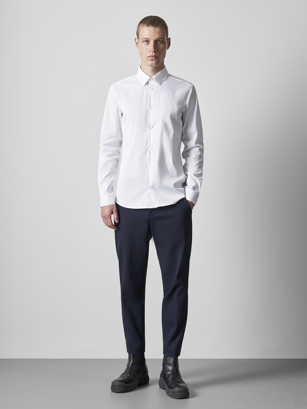 WAARG V2.Y5.02 Easy-Care Cotton Shirt white Front Alpha Tauri