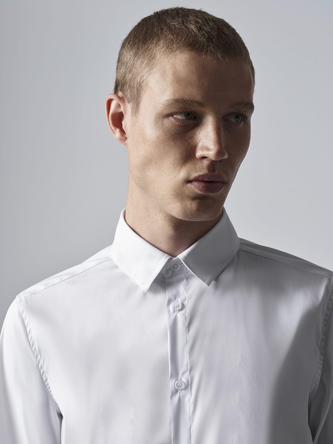 WAARG V2.Y5.02 Easy-Care Cotton Shirt white Right Alpha Tauri