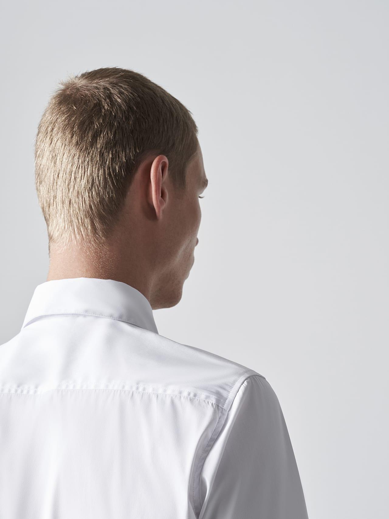 WAARG V2.Y5.02 Easy-Care Cotton Shirt white Extra Alpha Tauri