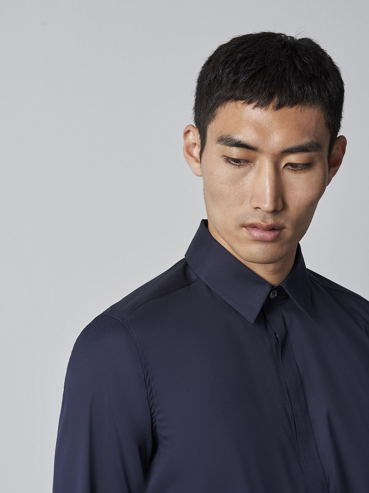 WAMNE V1.Y5.02 Easy-Care Shirt navy Right Alpha Tauri