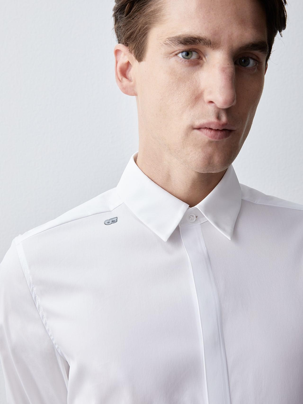 WAMNE V1.Y5.02 Easy-Care Shirt white Right Alpha Tauri