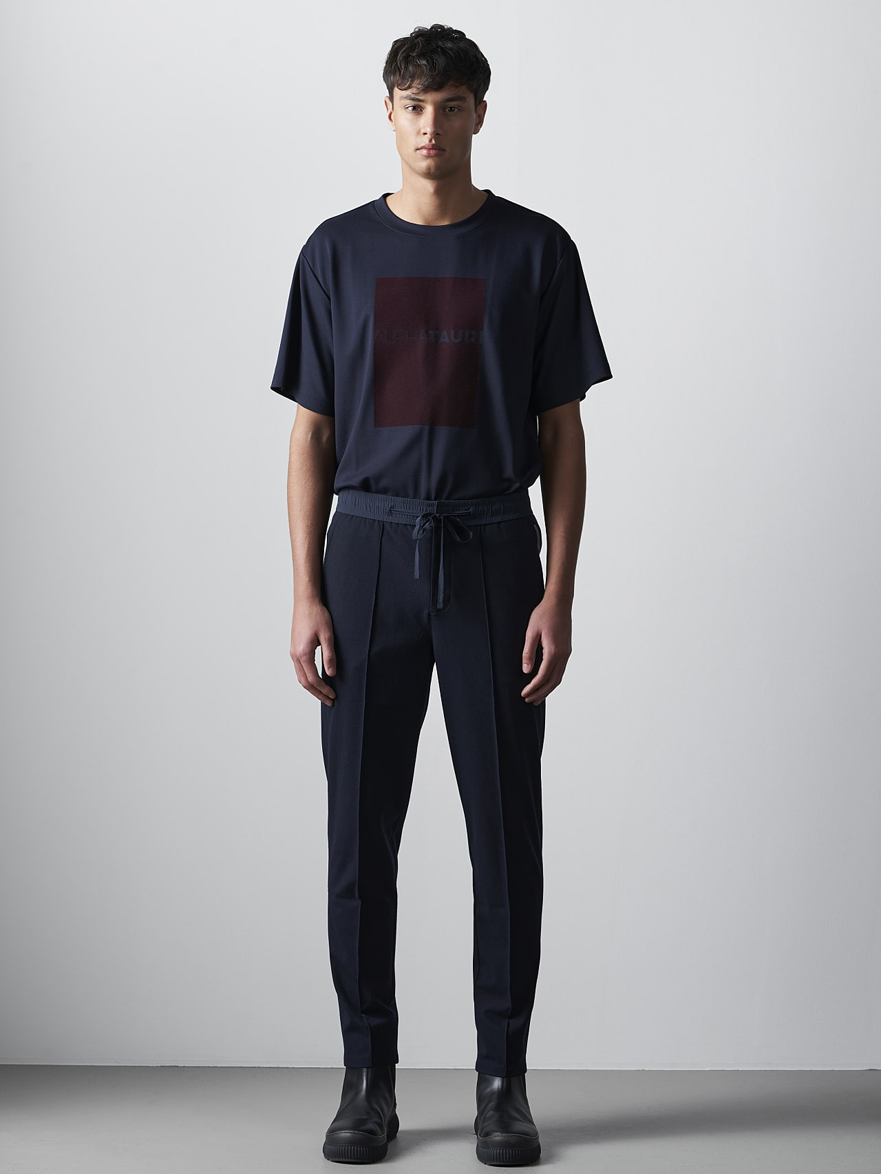 PANZA V1.Y5.02 Slim Pleat Trousers navy Front Alpha Tauri