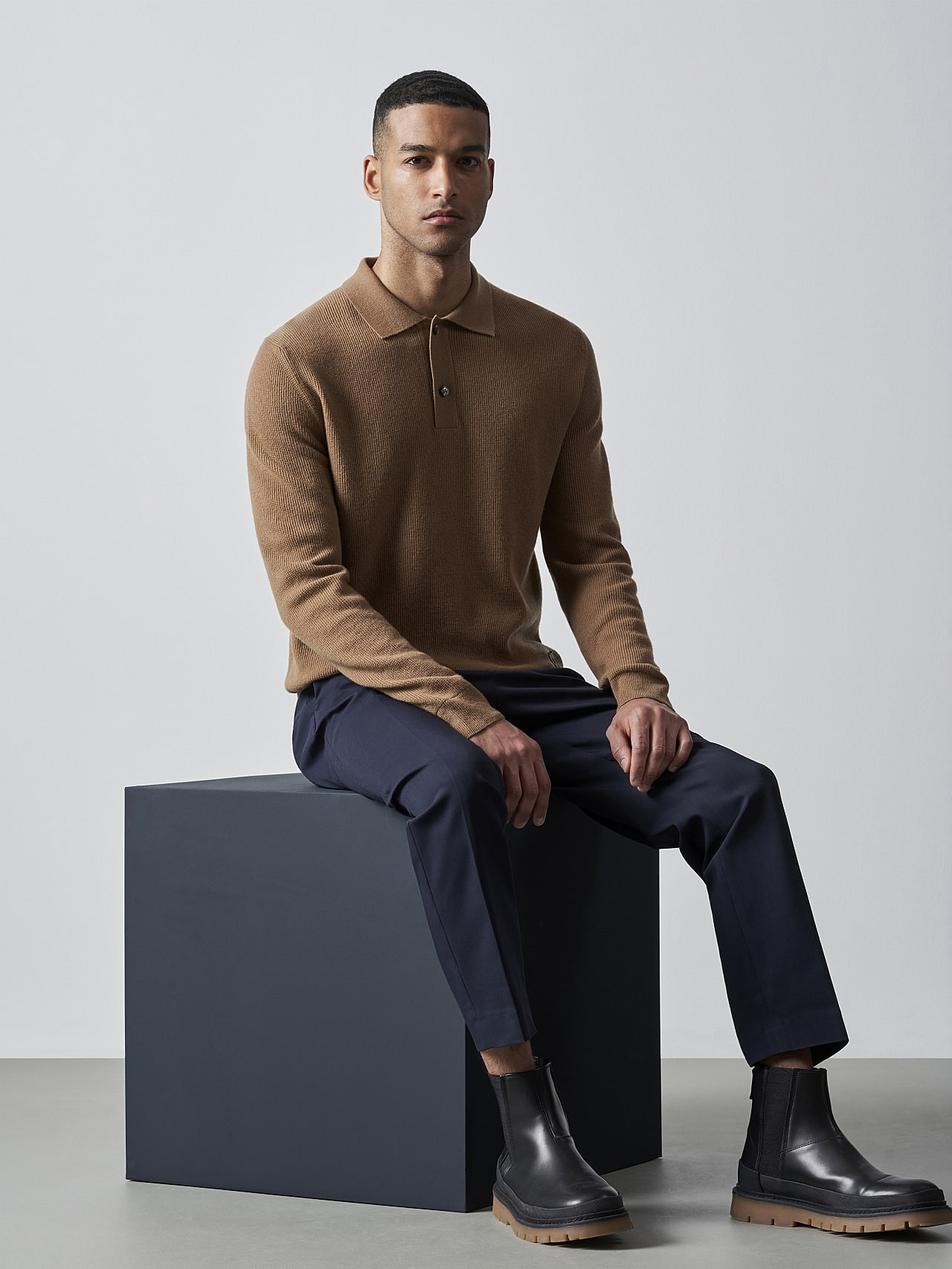 FORCE V1.Y5.02 Cashmere-Blend Knit Polo Longsleeve gold Front Alpha Tauri