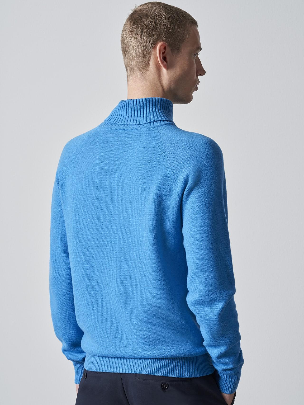 FLUCK V2.Y5.02 Seamless 3D Knit Cashmere-Blend Turtle Neck blue Front Main Alpha Tauri