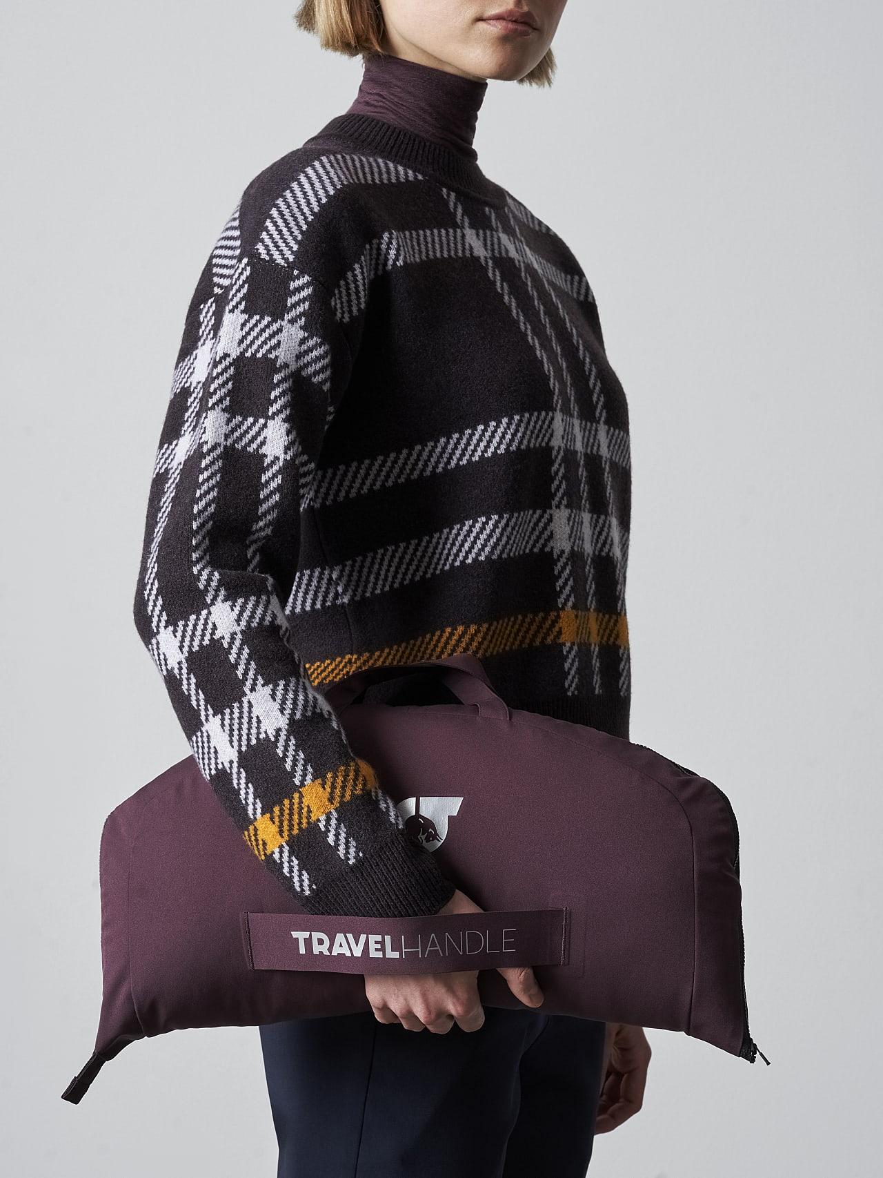 ONUVO V1.Y5.02 Packable Waterproof Jacket Burgundy scene7.view.11.name Alpha Tauri