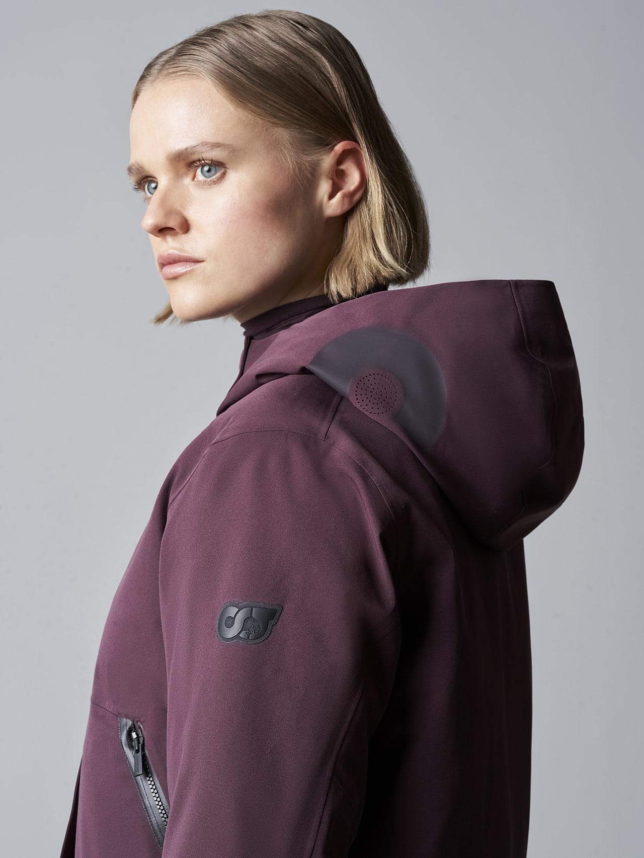 ONUVO V1.Y5.02 Packable Waterproof Jacket Burgundy Right Alpha Tauri