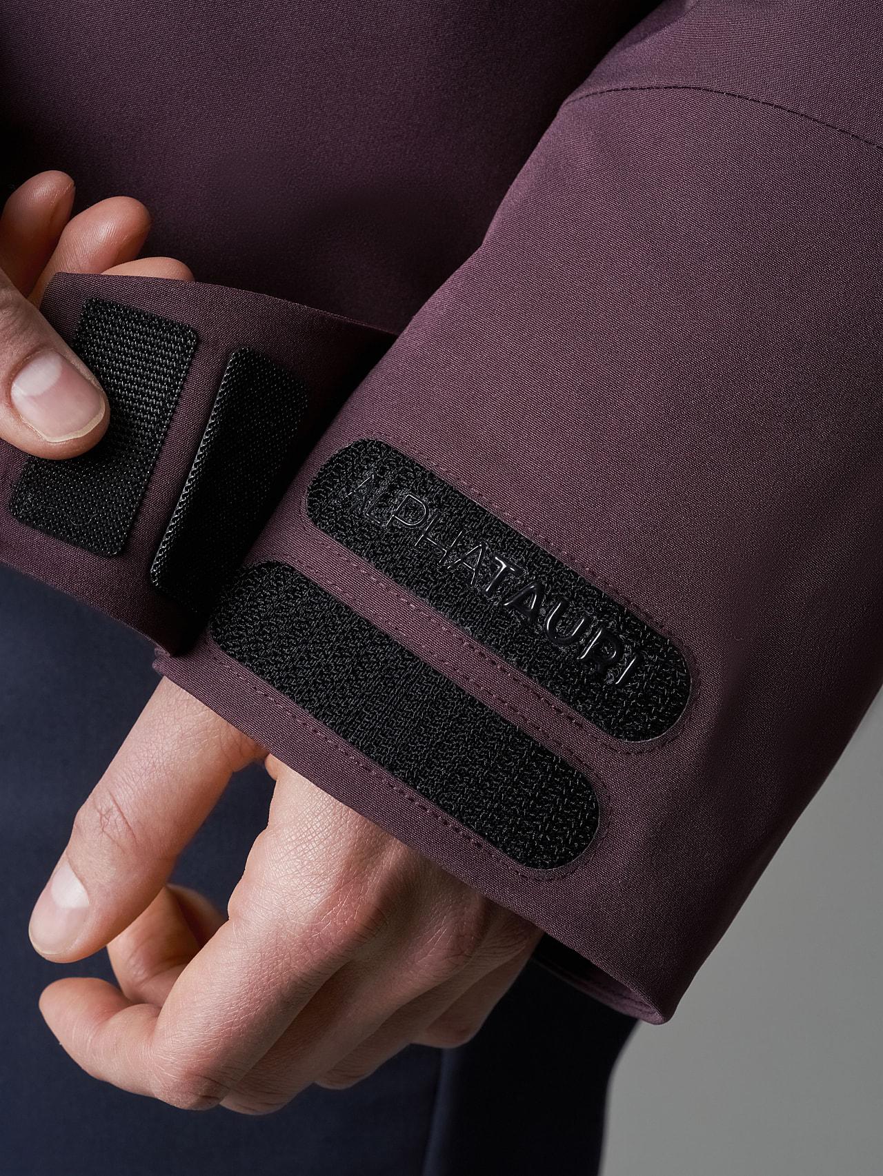ONUVO V1.Y5.02 Packable Waterproof Jacket Burgundy Extra Alpha Tauri