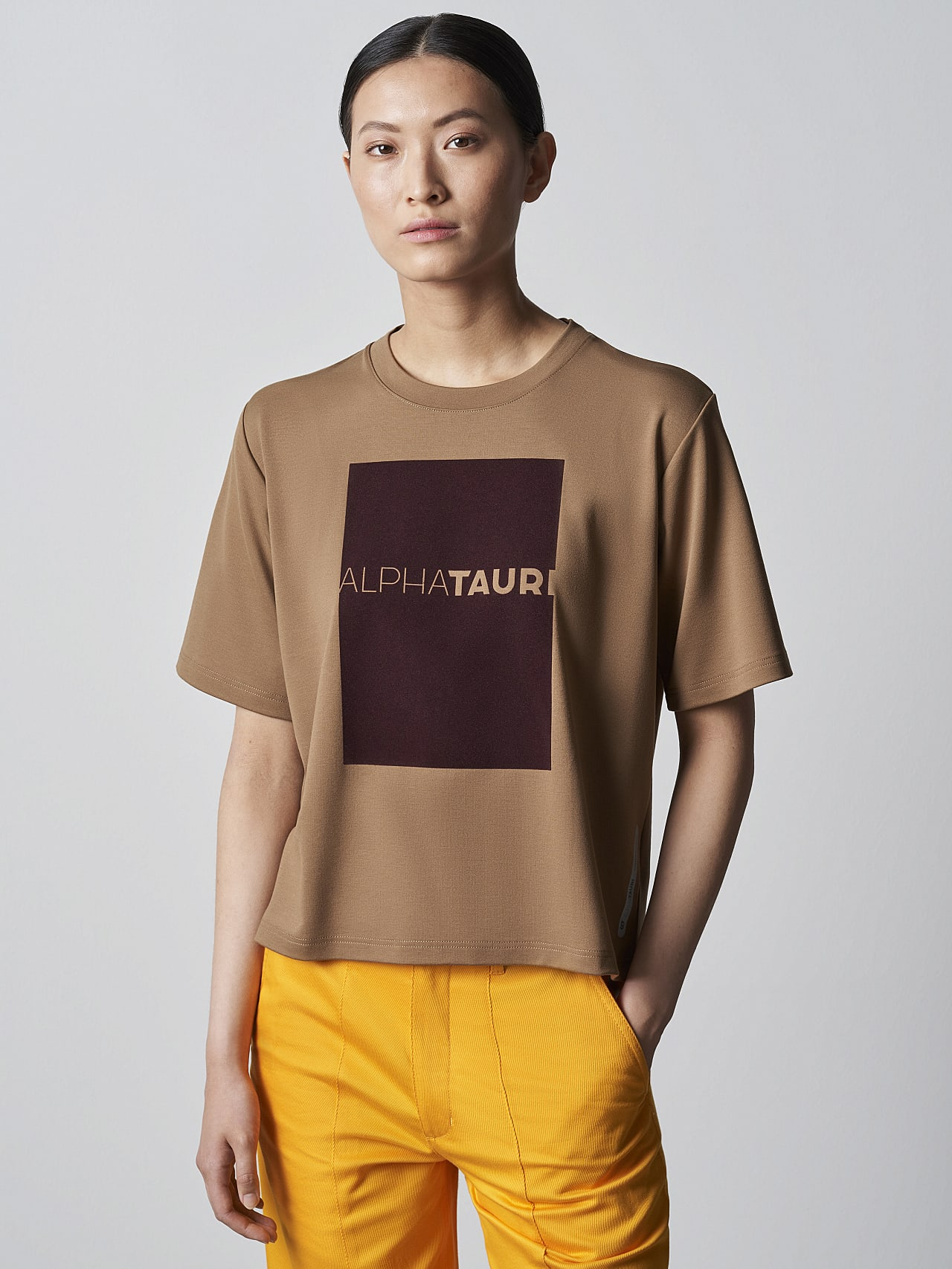 JASHU V1.Y5.02 Heavy-Weight Logo T-Shirt gold Model shot Alpha Tauri