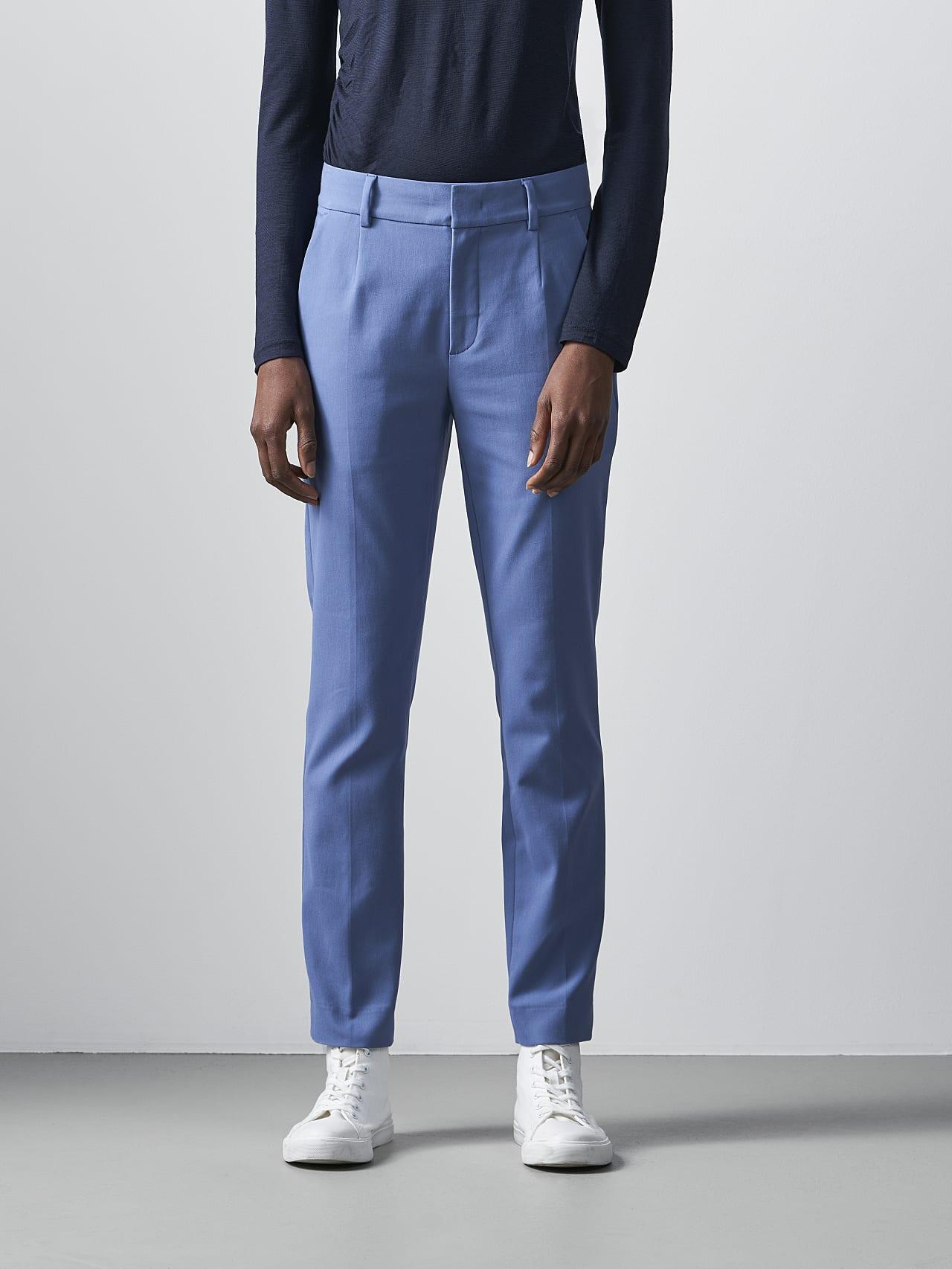 PERTI V1.Y5.02 Slim-Fit Tapered Pants light blue Model shot Alpha Tauri