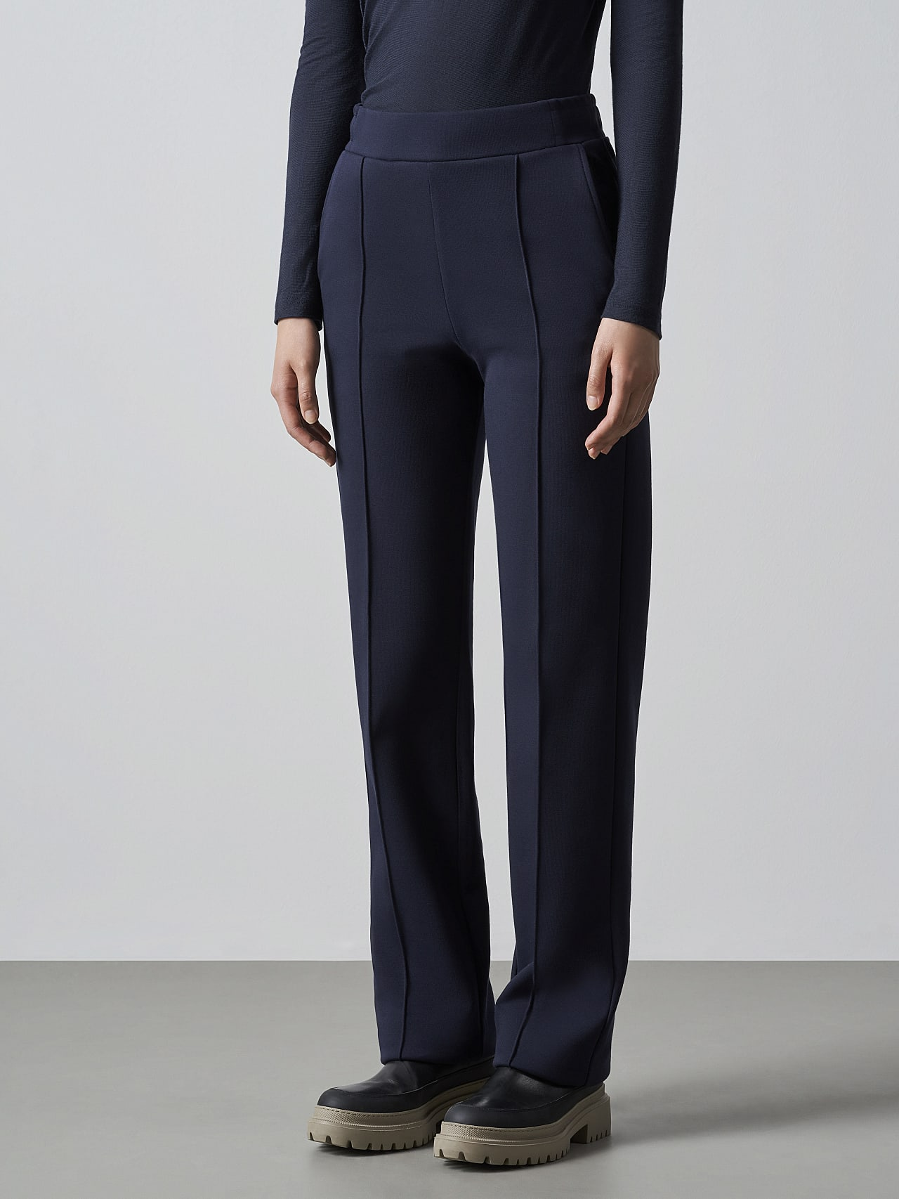 POVOA V1.Y5.02 Relaxed-Fit Premium Sweat Pants navy Model shot Alpha Tauri