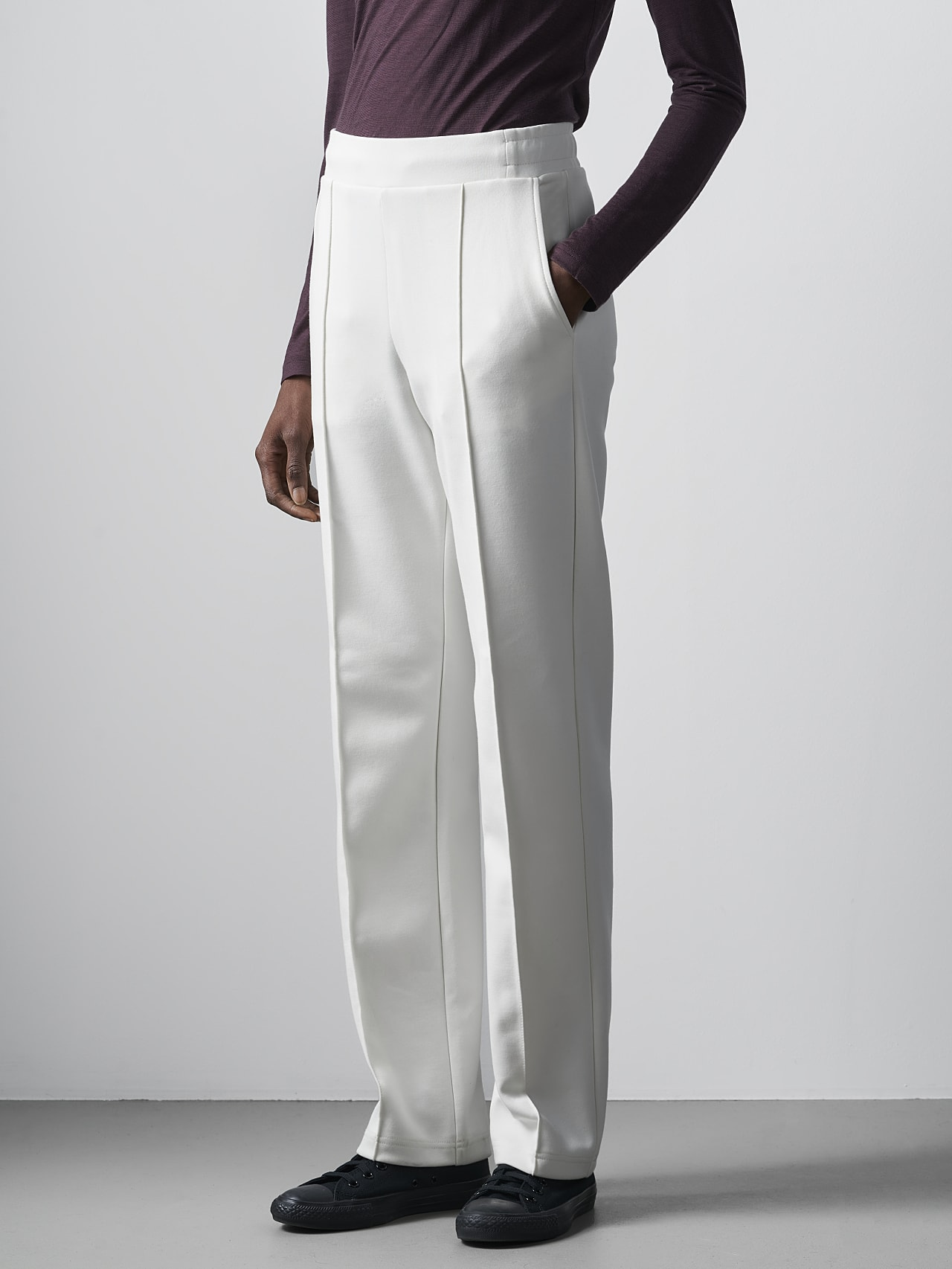 POVOA V1.Y5.02 Relaxed-Fit Premium Sweat Pants offwhite Right Alpha Tauri
