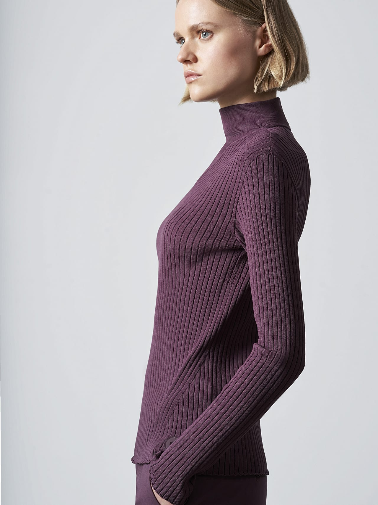 FAXEE V1.Y5.02 Seamless 3D Knit Mock-Neck Jumper Burgundy Right Alpha Tauri