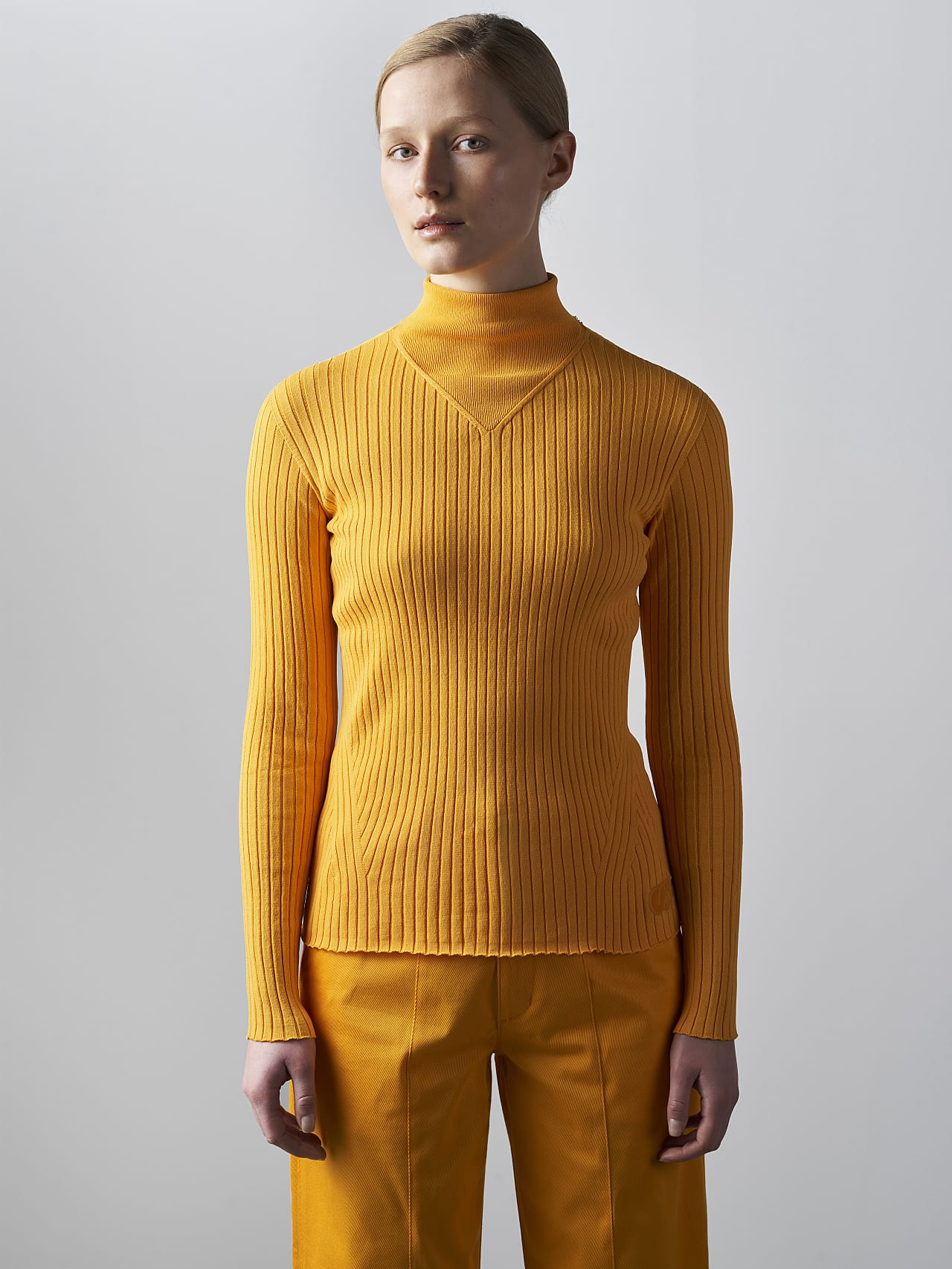 FAXEE V1.Y5.02 Seamless 3D Knit Mock-Neck Jumper yellow Model shot Alpha Tauri