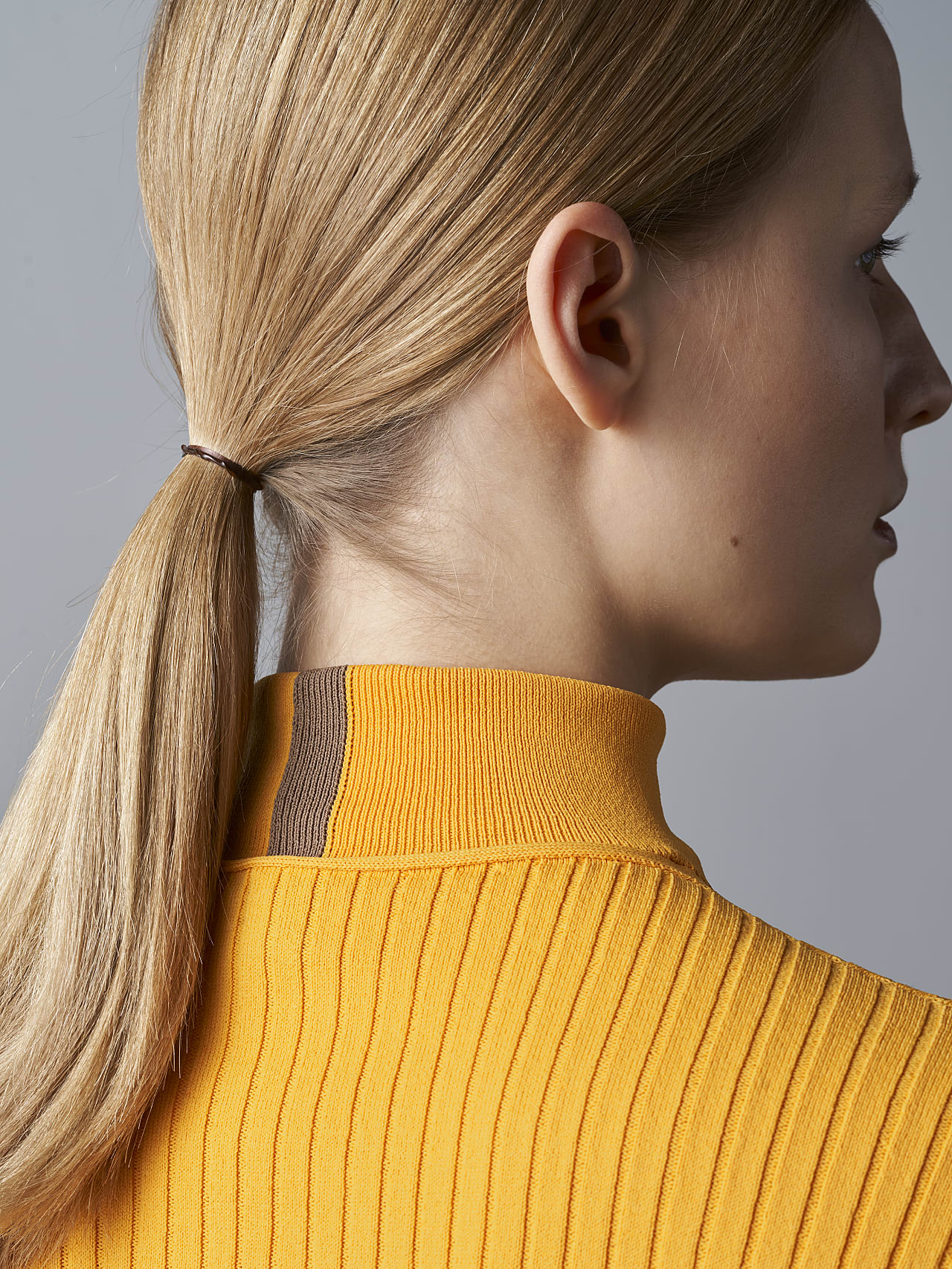 FAXEE V1.Y5.02 Seamless 3D Knit Mock-Neck Jumper yellow Extra Alpha Tauri