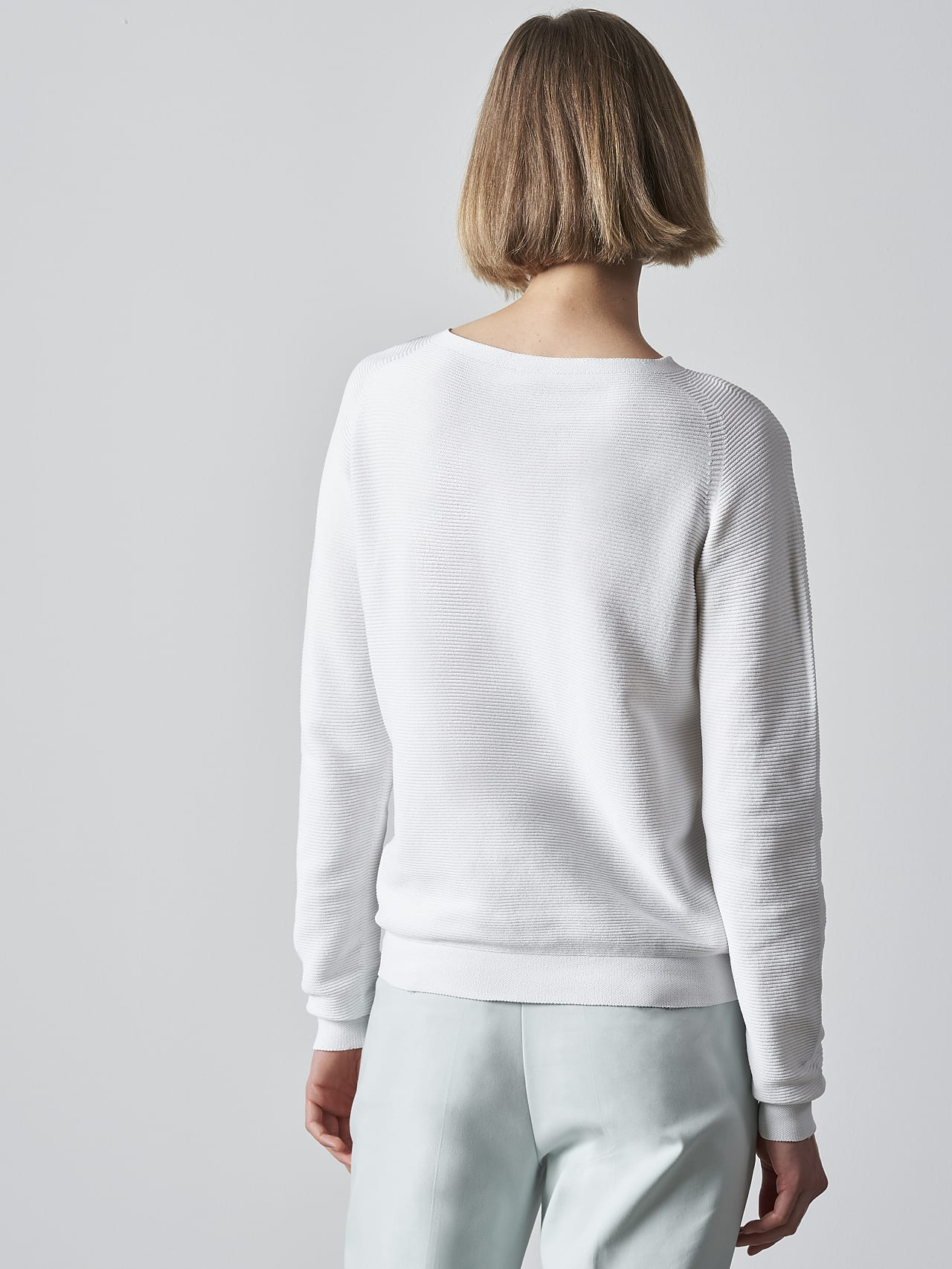 FINTEW V3.Y5.02 Seamless 3D Knit Jumper offwhite Front Main Alpha Tauri