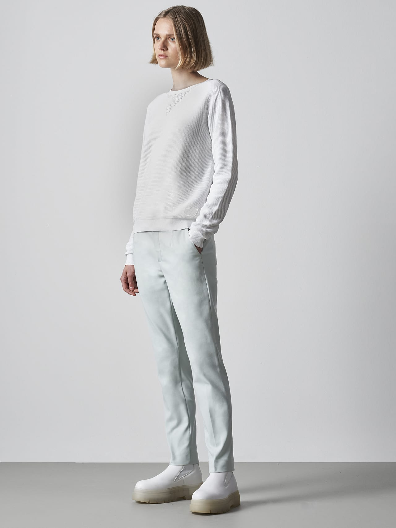 FINTEW V3.Y5.02 Seamless 3D Knit Jumper offwhite Front Alpha Tauri