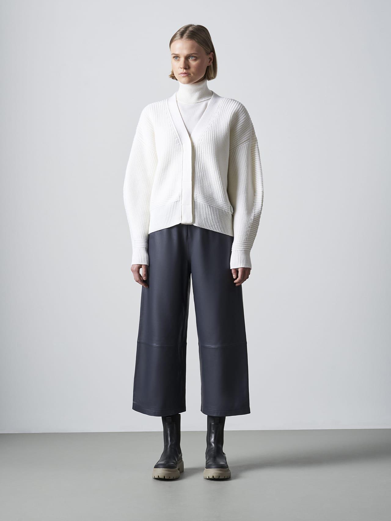 FREDA V1.Y5.02 Chunky Merino Wool Cardigan offwhite Front Alpha Tauri