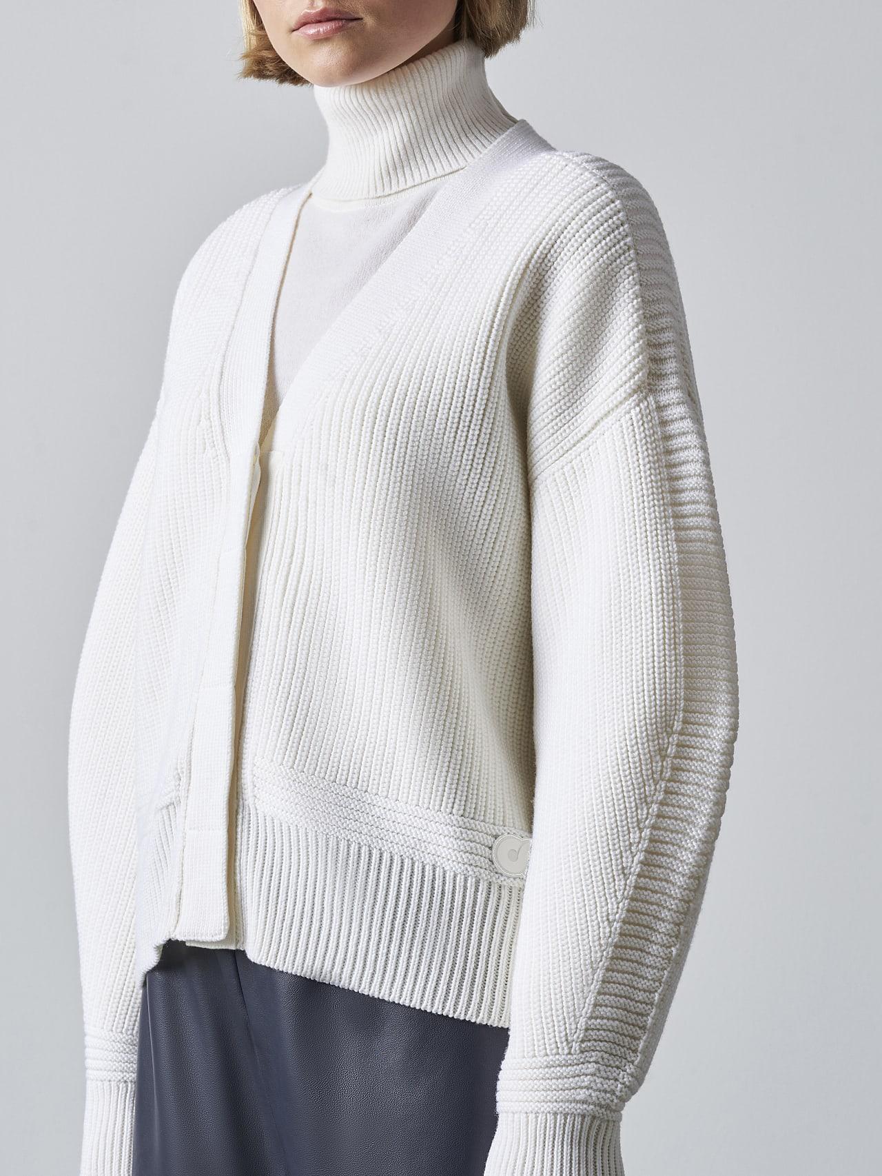 FREDA V1.Y5.02 Chunky Merino Wool Cardigan offwhite Right Alpha Tauri