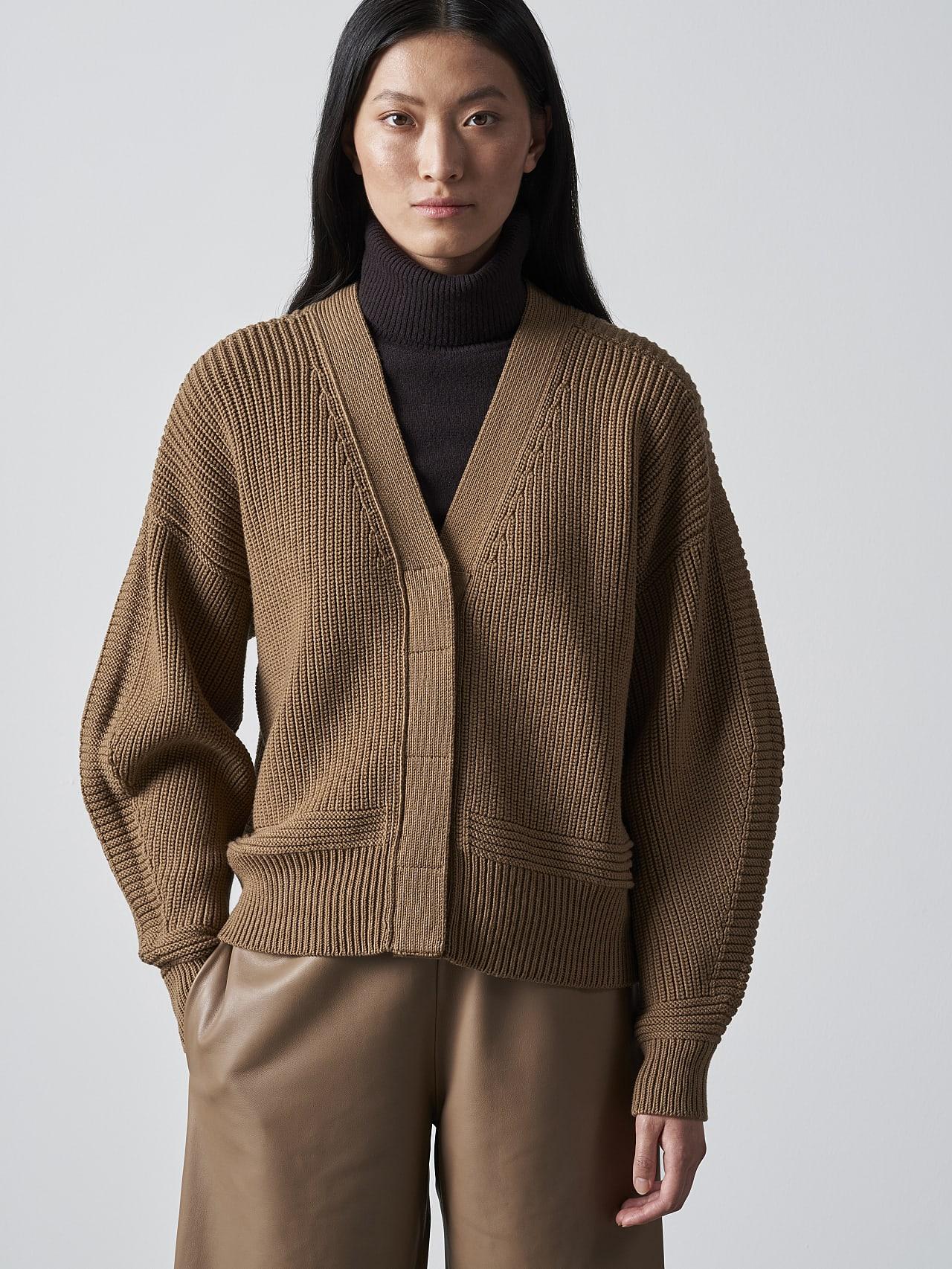 FREDA V1.Y5.02 Chunky Merino Wool Cardigan gold Model shot Alpha Tauri