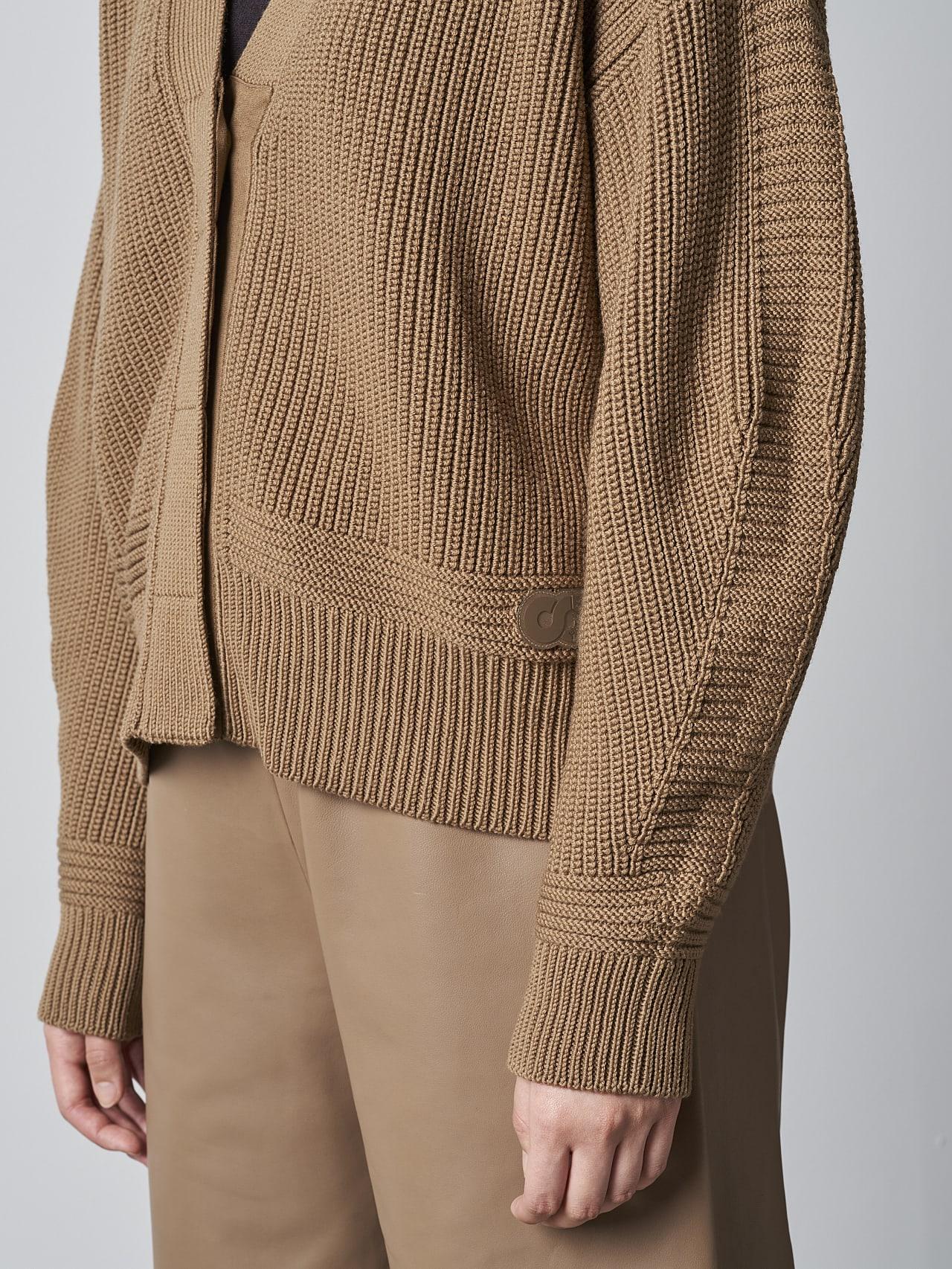 FREDA V1.Y5.02 Chunky Merino Wool Cardigan gold Right Alpha Tauri