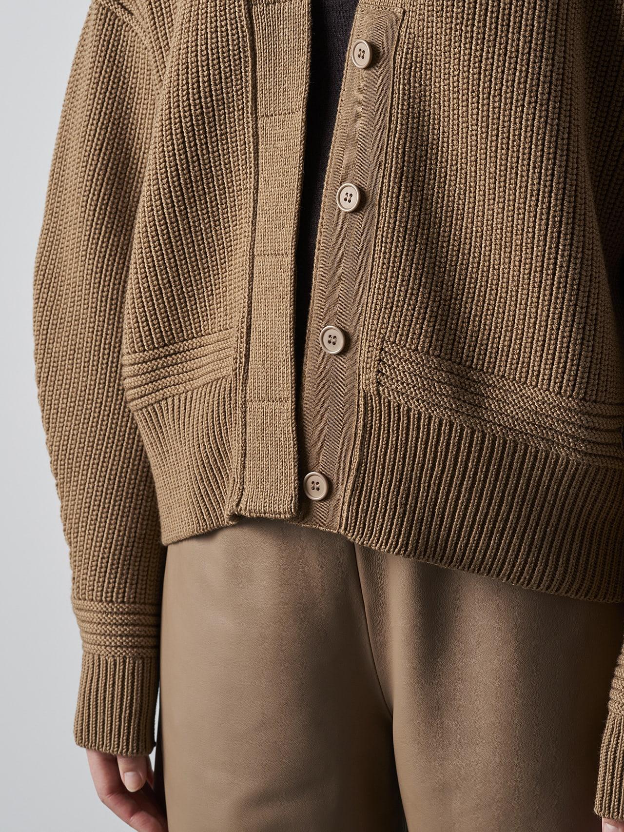 FREDA V1.Y5.02 Chunky Merino Wool Cardigan gold Extra Alpha Tauri
