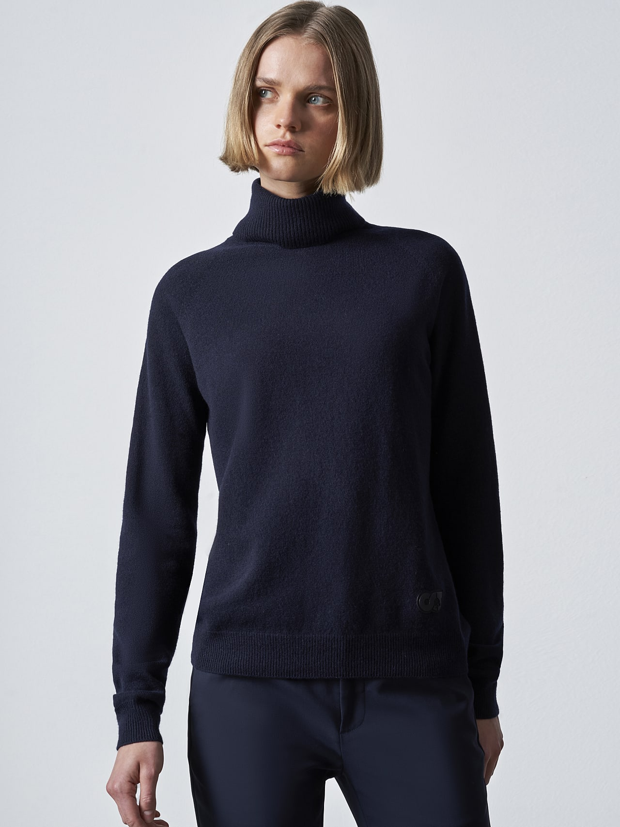 FLAMY V1.Y5.02 Seamless 3D Knit Merino-Cashmere Turtle Neck navy Right Alpha Tauri