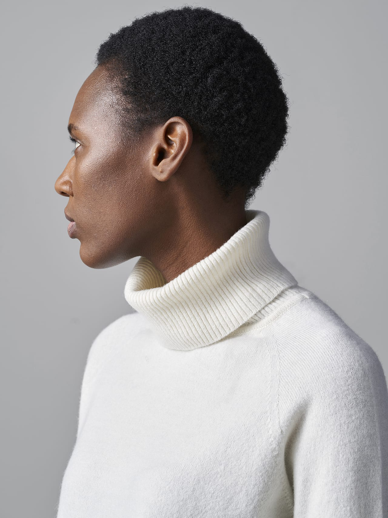 FLAMY V1.Y5.02 Seamless 3D Knit Merino-Cashmere Turtle Neck offwhite Right Alpha Tauri