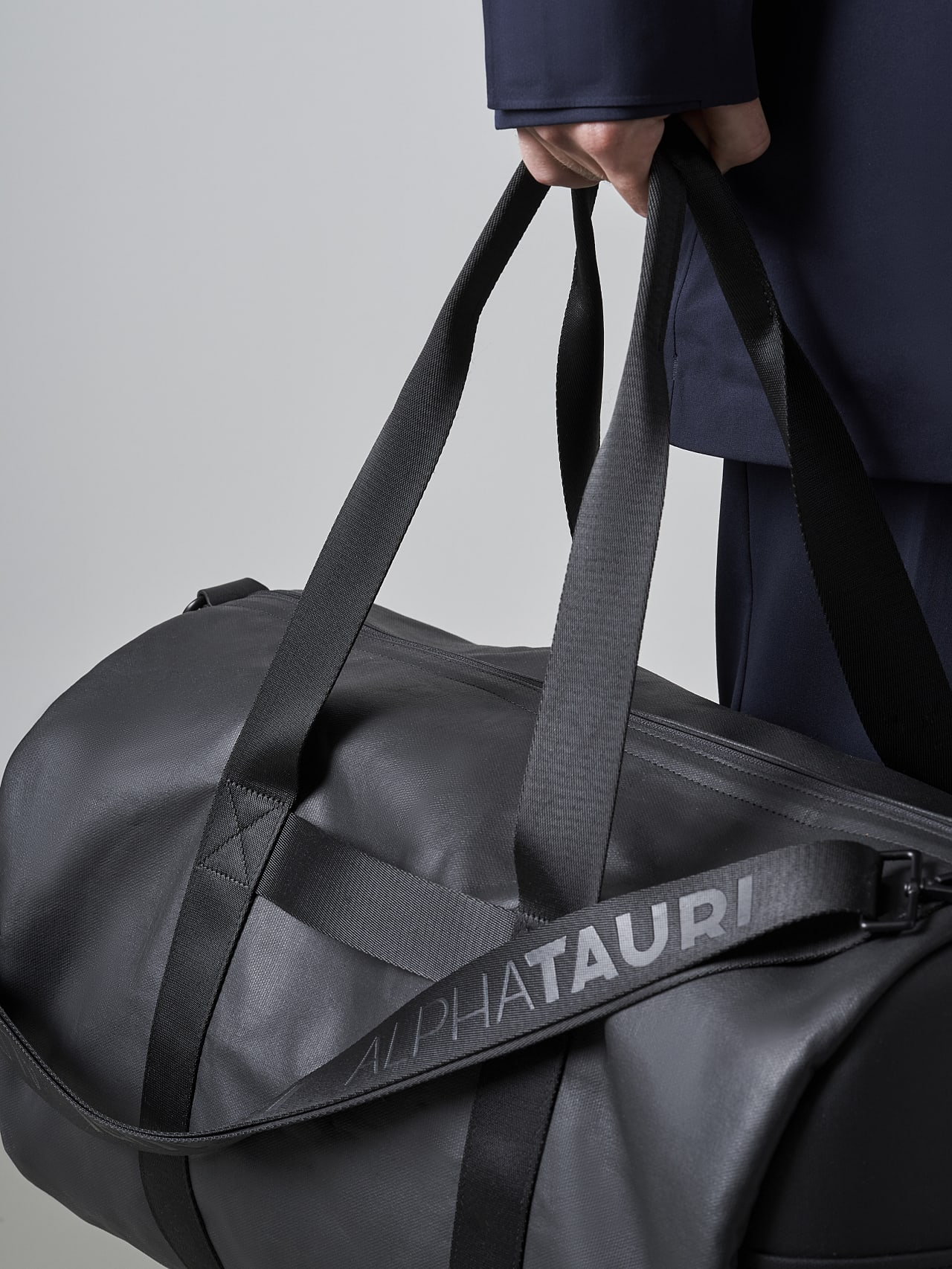 AWEE V4.Y5.02 Water-Repellent Duffle Bag dark grey / anthracite Front Main Alpha Tauri